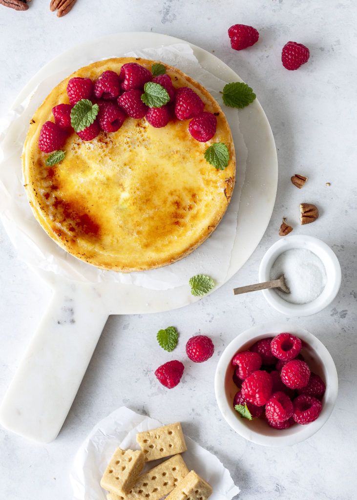 Einfaches Cheesecake Brûlée Rezept mit Shortbread Keksboden backen Käsekuchen Creme Brulee #brulee #cheesecake #käsekuchen #backen #cake #kuchen | Emma´s Lieblingsstücke