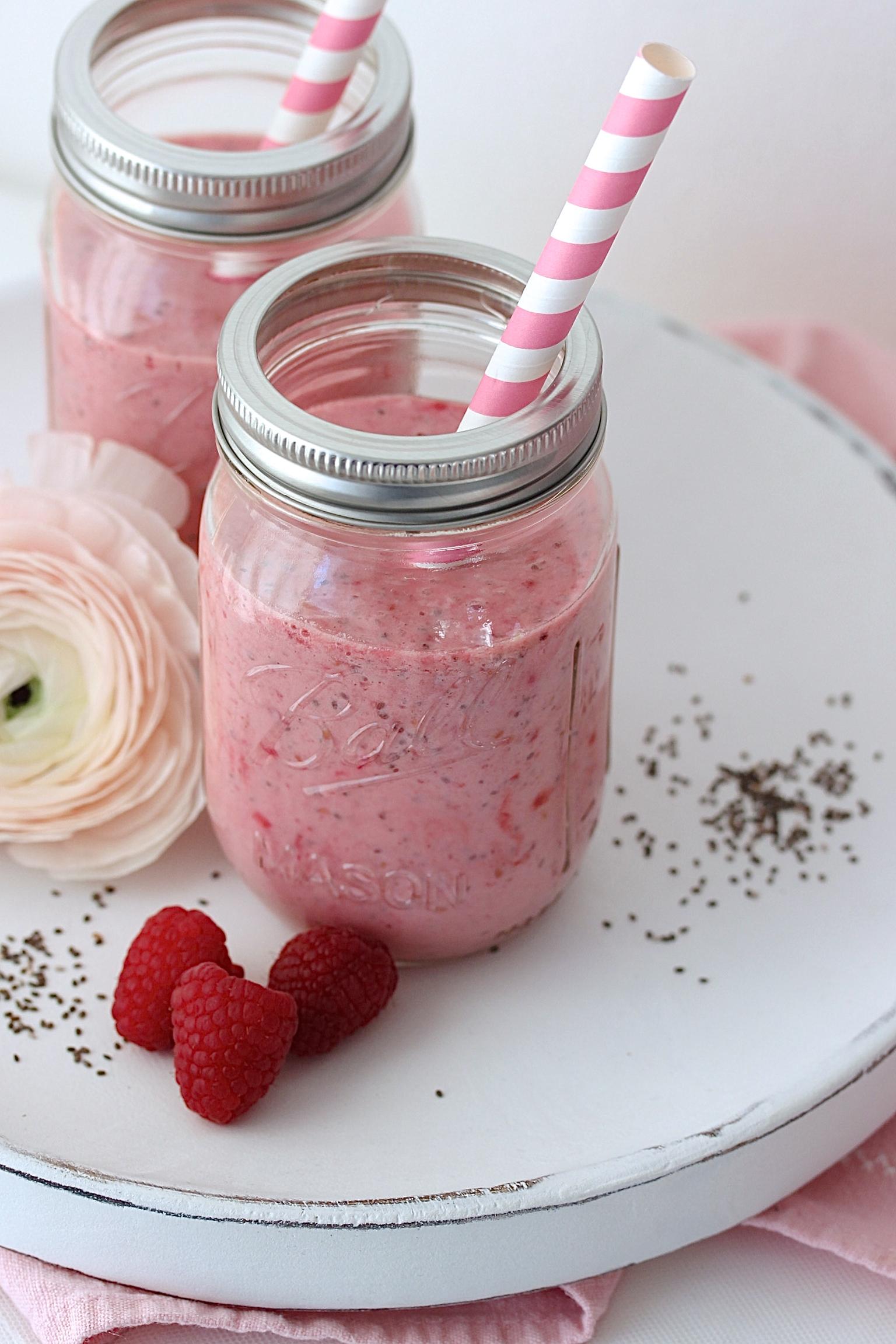 Himbeer Chia Smoothie Rezept Frühstück gesund lecker Superfood #smoothie #chia #superfood #healthy Backblog Foodfotografie Foodblog   Emma´s Lieblingsstücke
