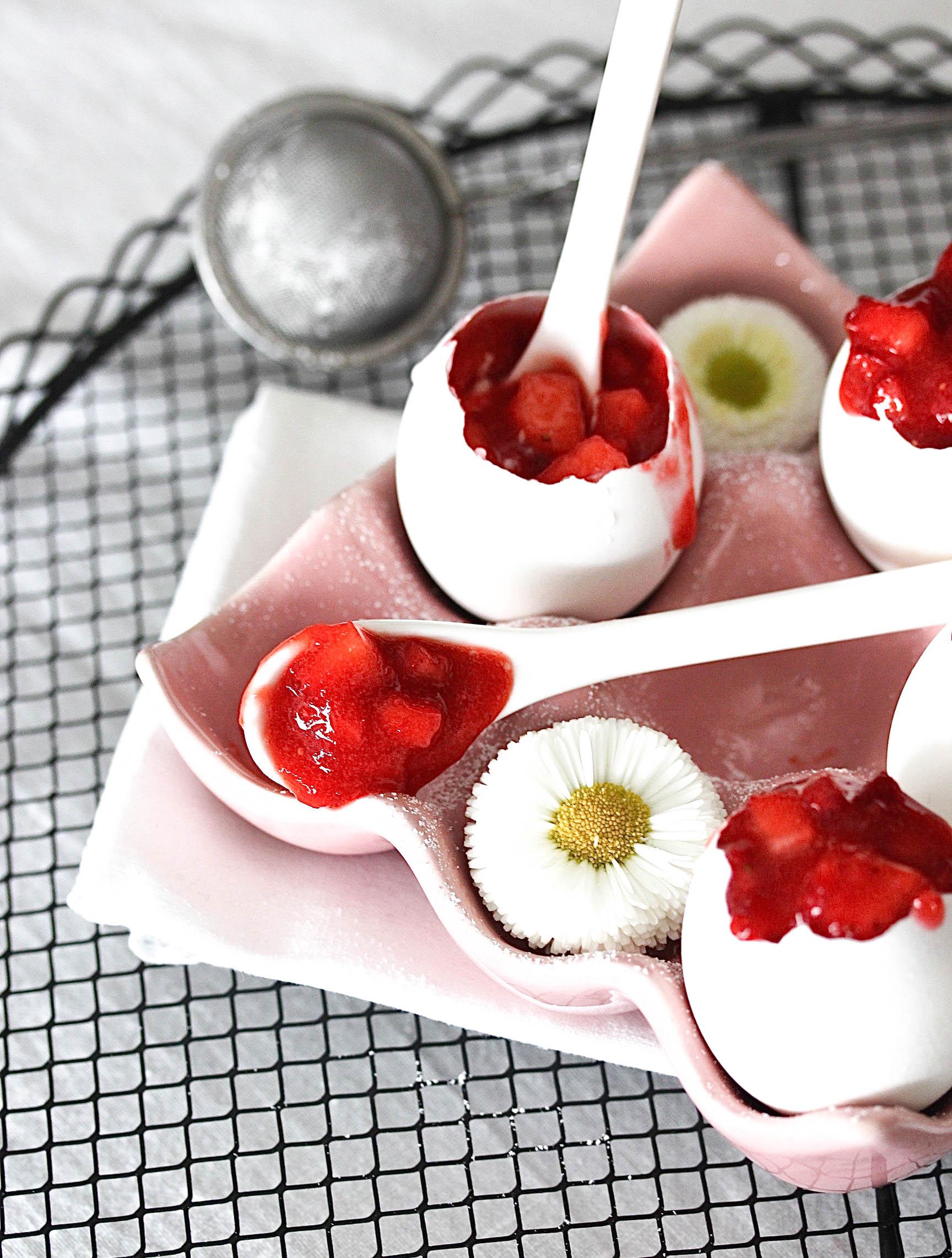 Eierlikör-Panna Cotta mit Erdbeeren-4