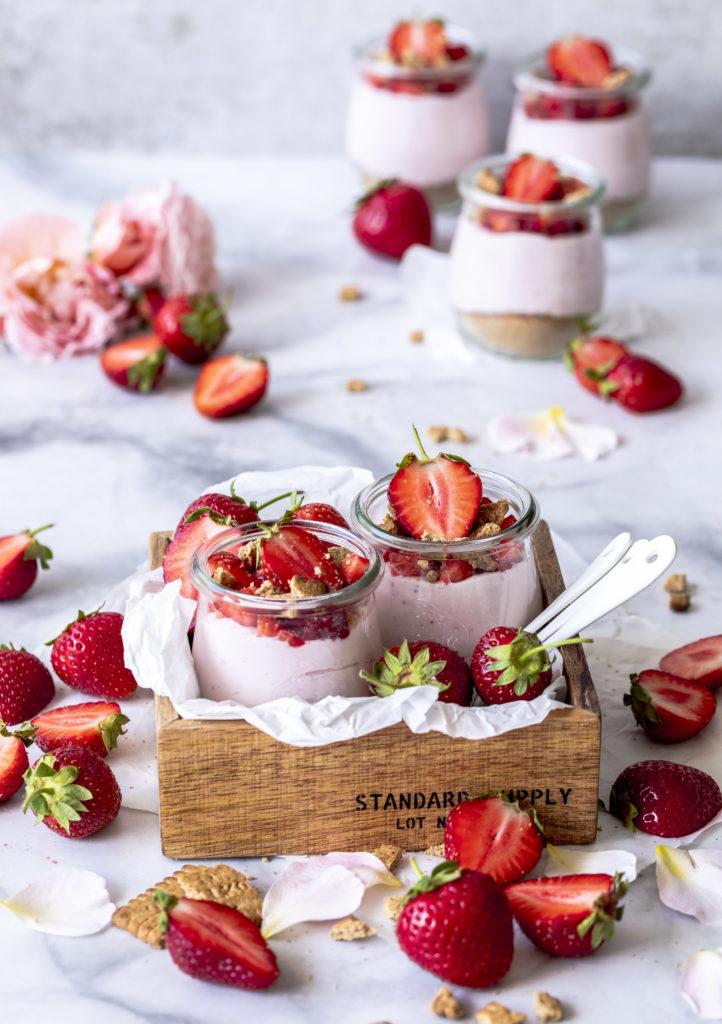 Einfaches und leckeres Rezept für Erdbeer Cheesecake im Glas ohne backen nobake Erdbeeren strawberries Käsekuchen Dessert #erdbeeren #cheeseake #jar #käsekuchen #strawberry #nobake foodblog foodphotography | Emma´s Lieblingsstücke