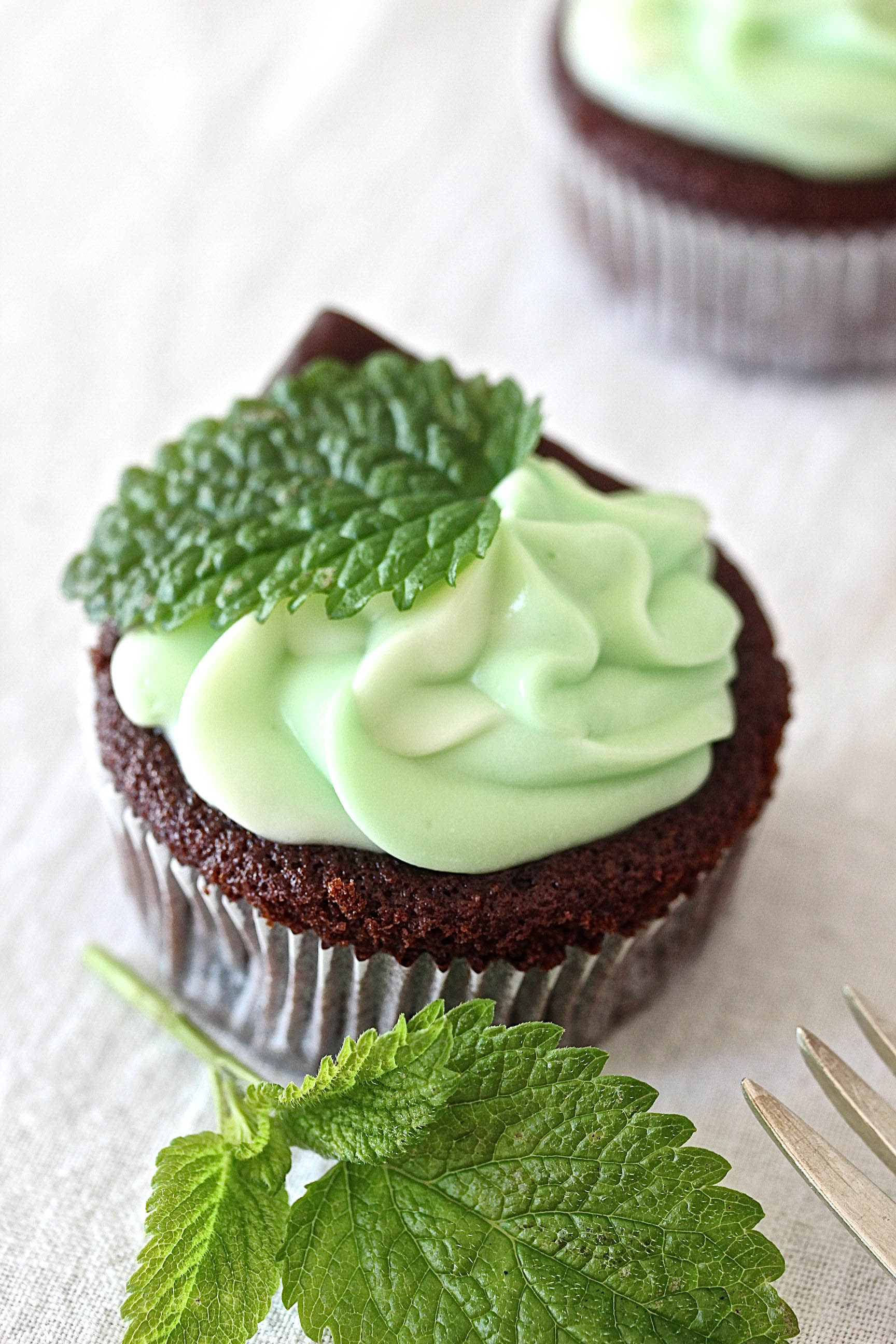 After Eight Cupcakes Rezept mit Minz Schokolade backen Backlog Foodfotografie recipe mint cupcakes #aftereight #cupcakes #chocolate #minze #mintcupcakes | Emma´s Lieblingsstücke