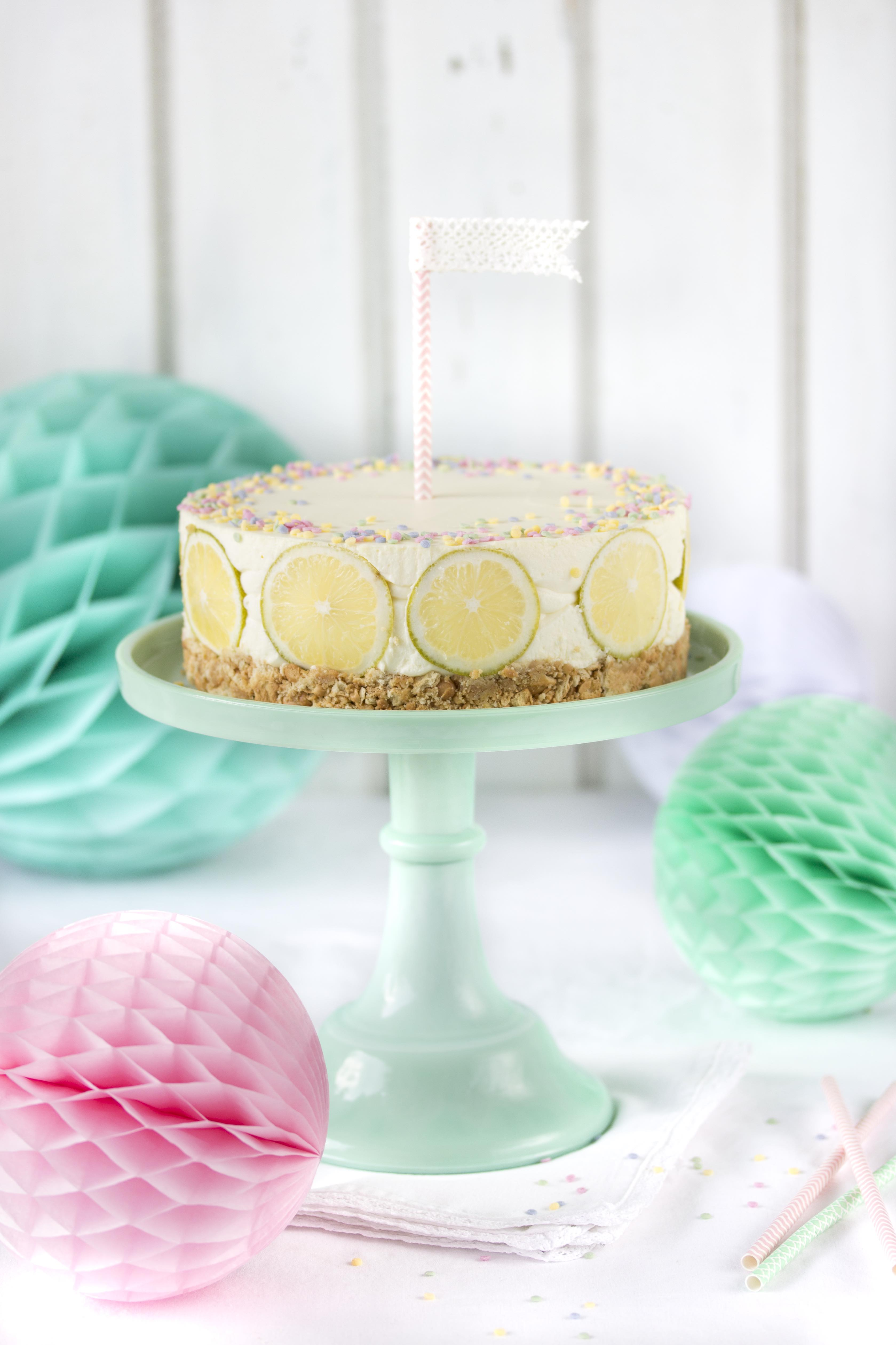 Rezept: Erfrischender Zitronen Cheesecake mit Knusperboden und ganz ohne backen Lemon Torte No bake Kühlschranktorte #lemon #zitrone #cheesecake #emmaslieblingsstücke | Emma´s Lieblingsstücke