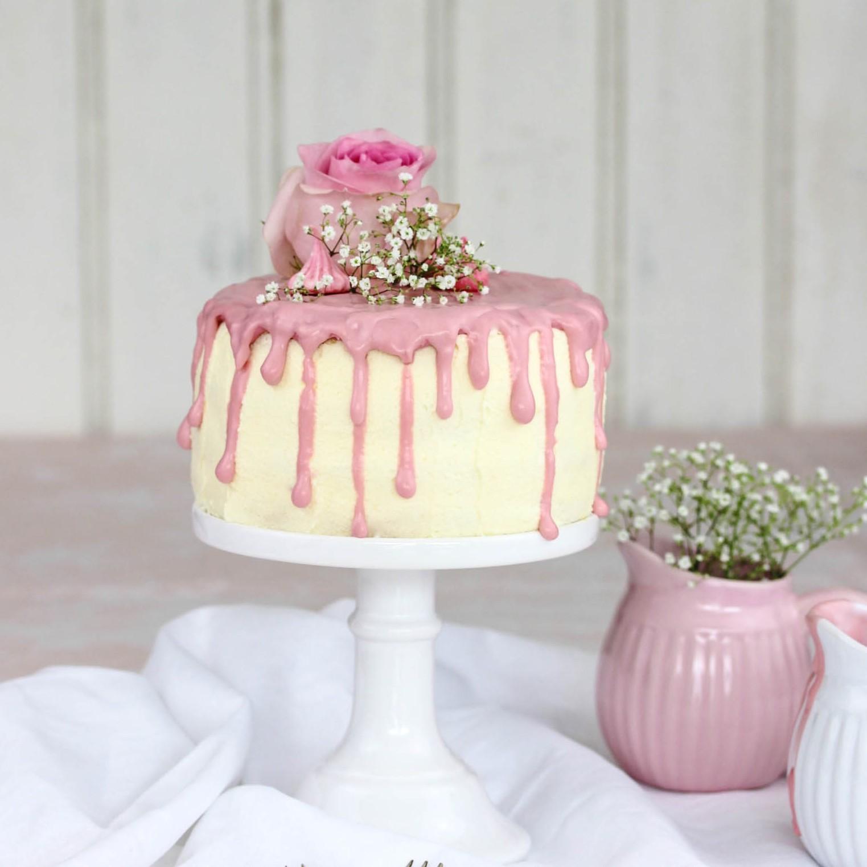 Rezept: Erdbeer Frischkäse Torte zum Muttertag backen #muttertag #torte #mothersday #backen #erdbeeren #cake Schokolade | Emma´s Lieblingsstücke