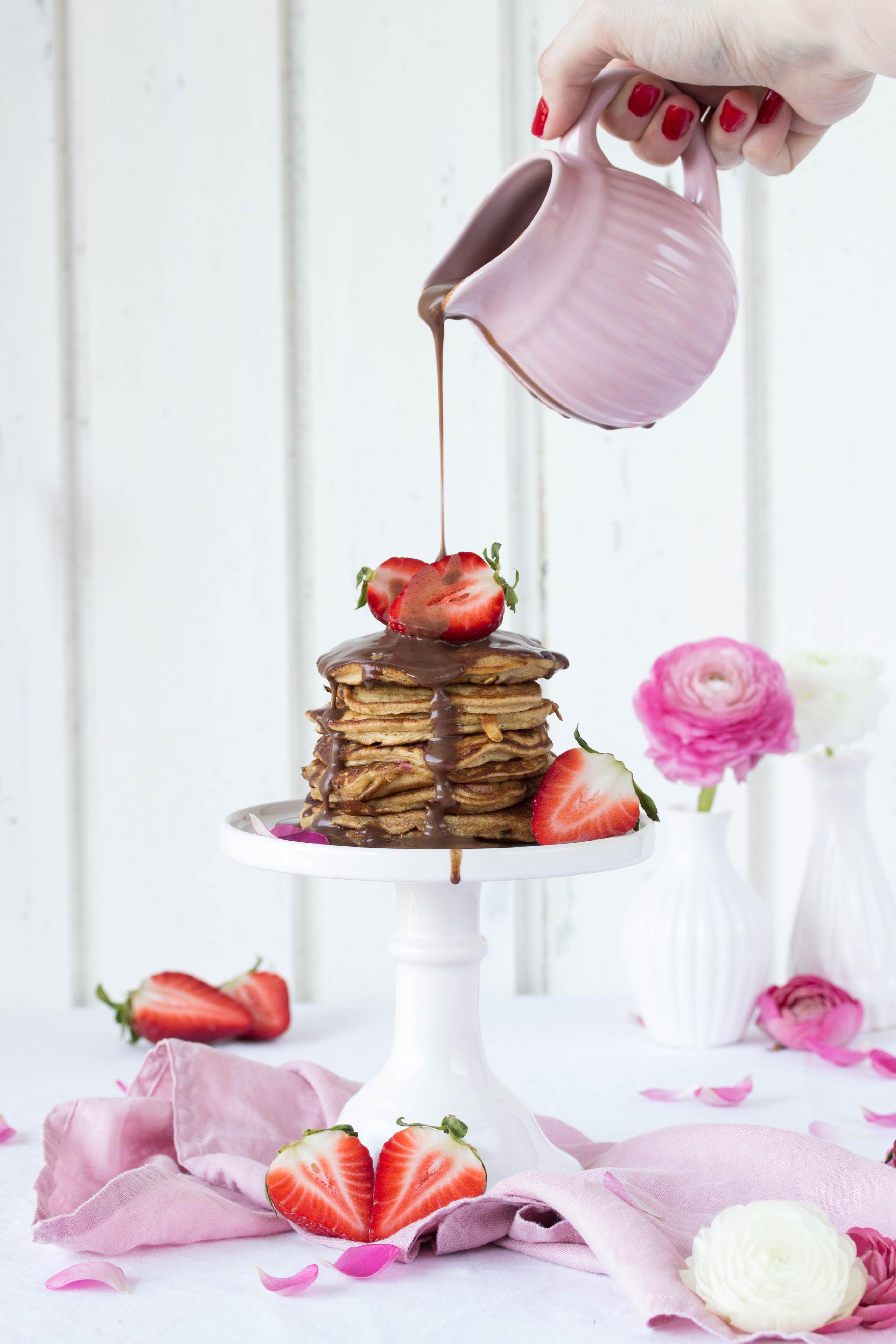 Dinkel Pancakes mit Kokosblütenzucker und Erdbeeren-7