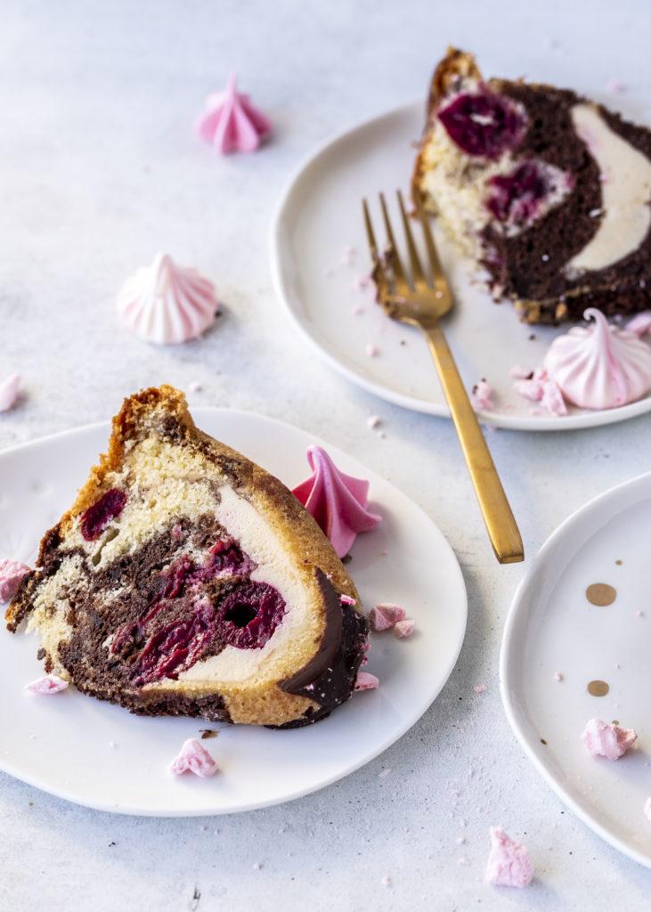 Donauwellen Gugelhupf Rezept mit Chessecake Füllung Rührkuchen einfach lecker backen Marmorkuchen #gugelhupf #donauwelle #kuchen #backen #bundtcake #cake | Emma´s Lieblingsstücke