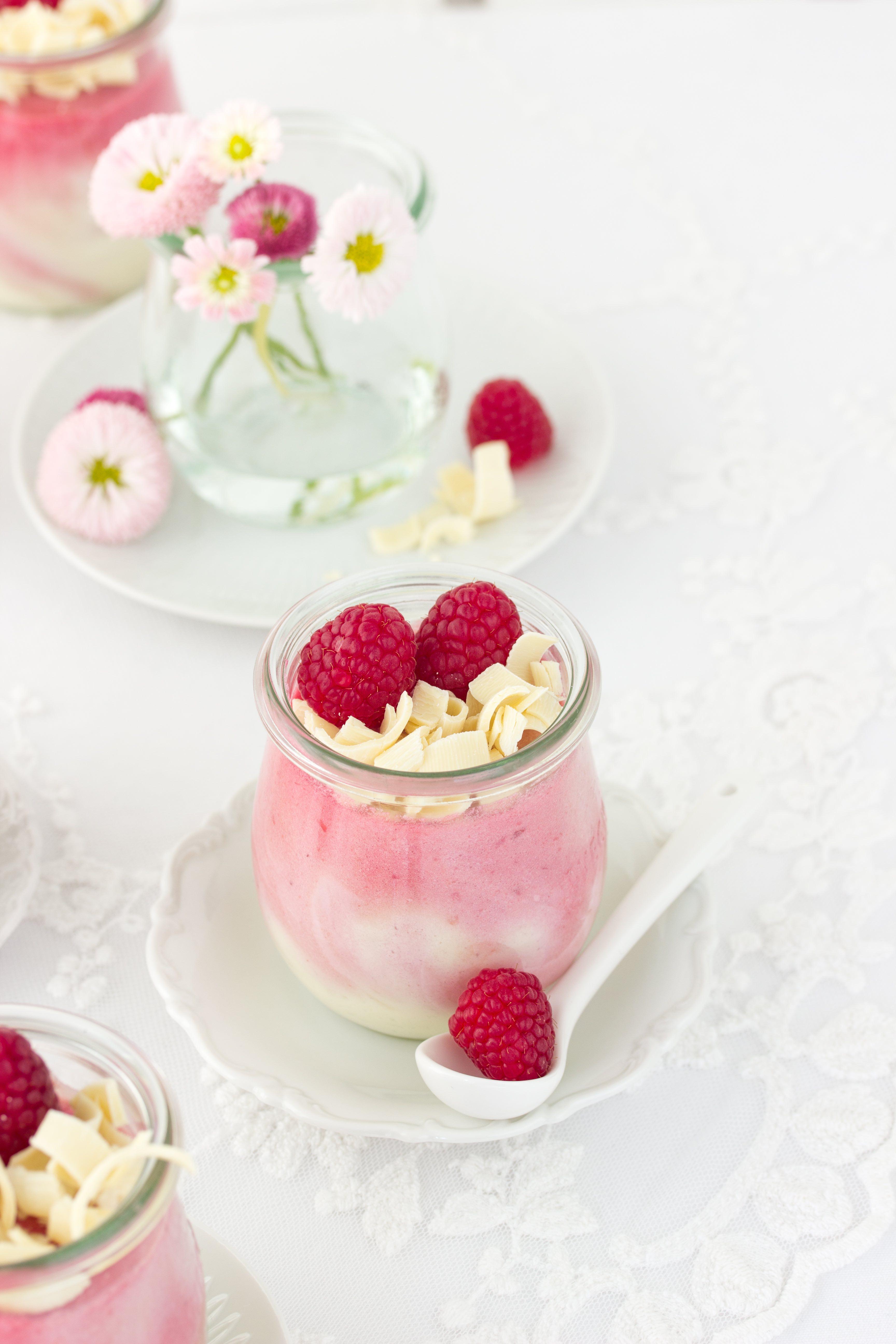 Rezept: Weiße Schokolade Himbeer Mousse zum Muttertag oder einfach so zum Dessert #himbeeren #dessert #mousse | Emma´s Lieblingsstücke