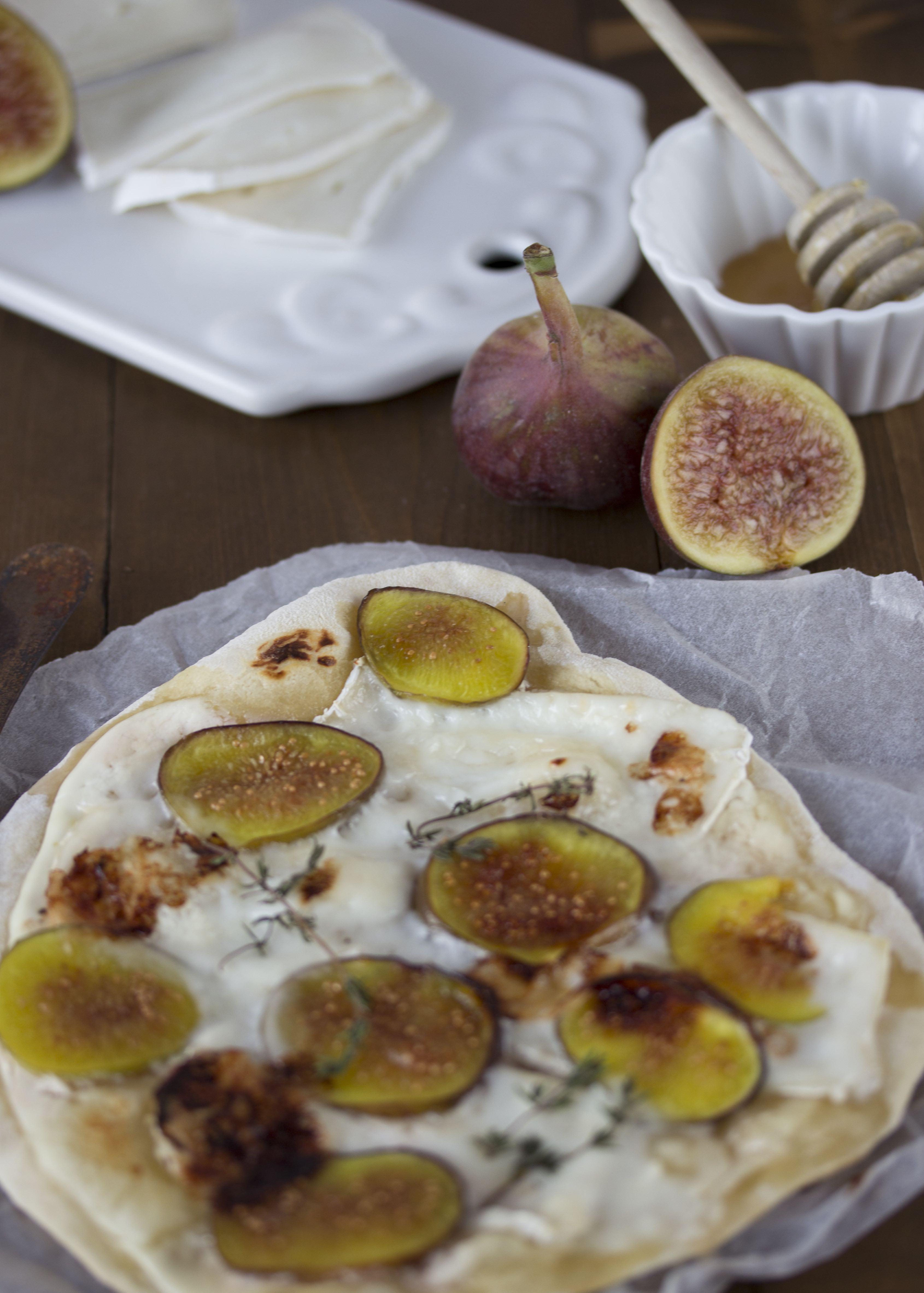 Flammkuchen mit Ziegen-Camembert und Feigen