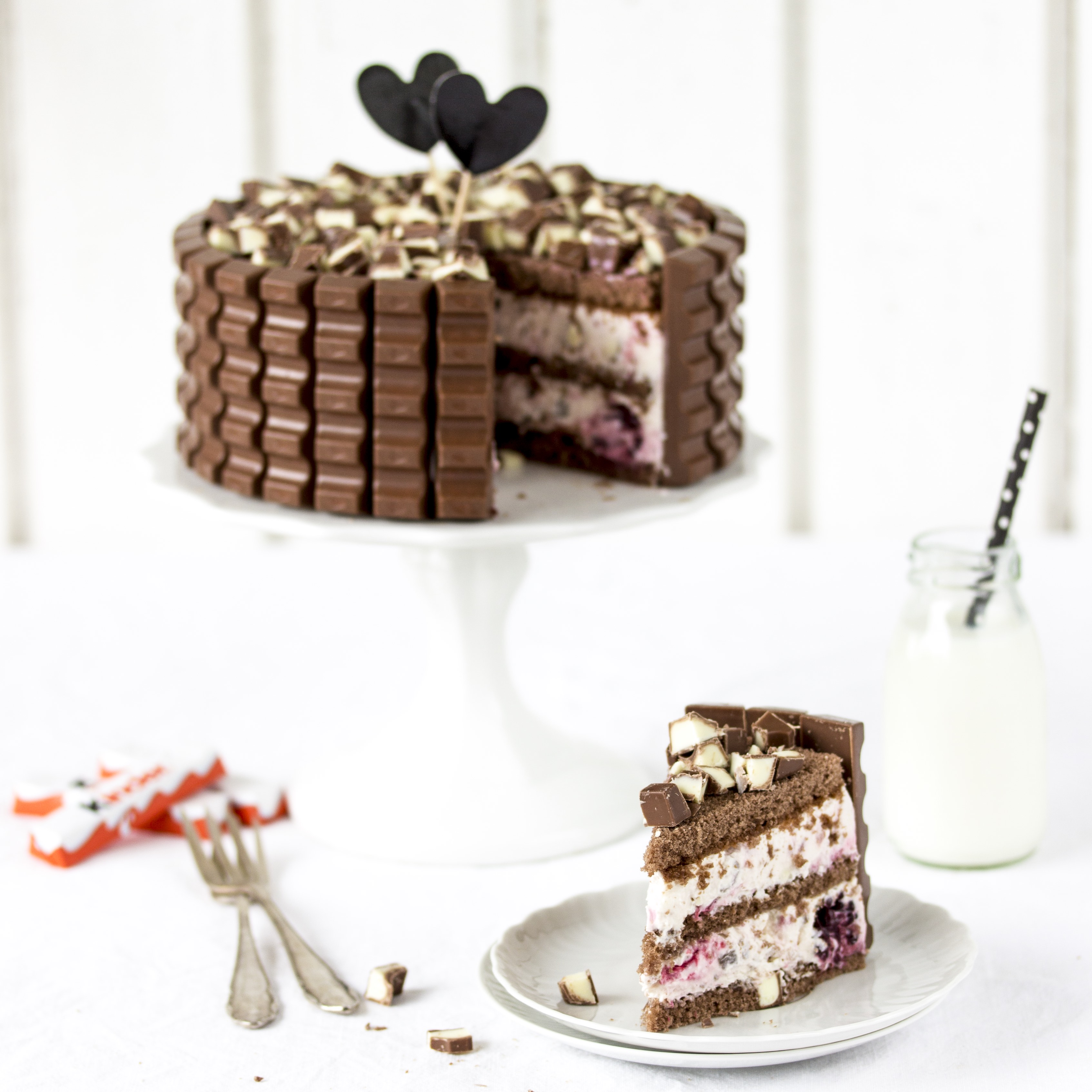 kinder schokolade torte mit beeren eine verlosung emma. Black Bedroom Furniture Sets. Home Design Ideas