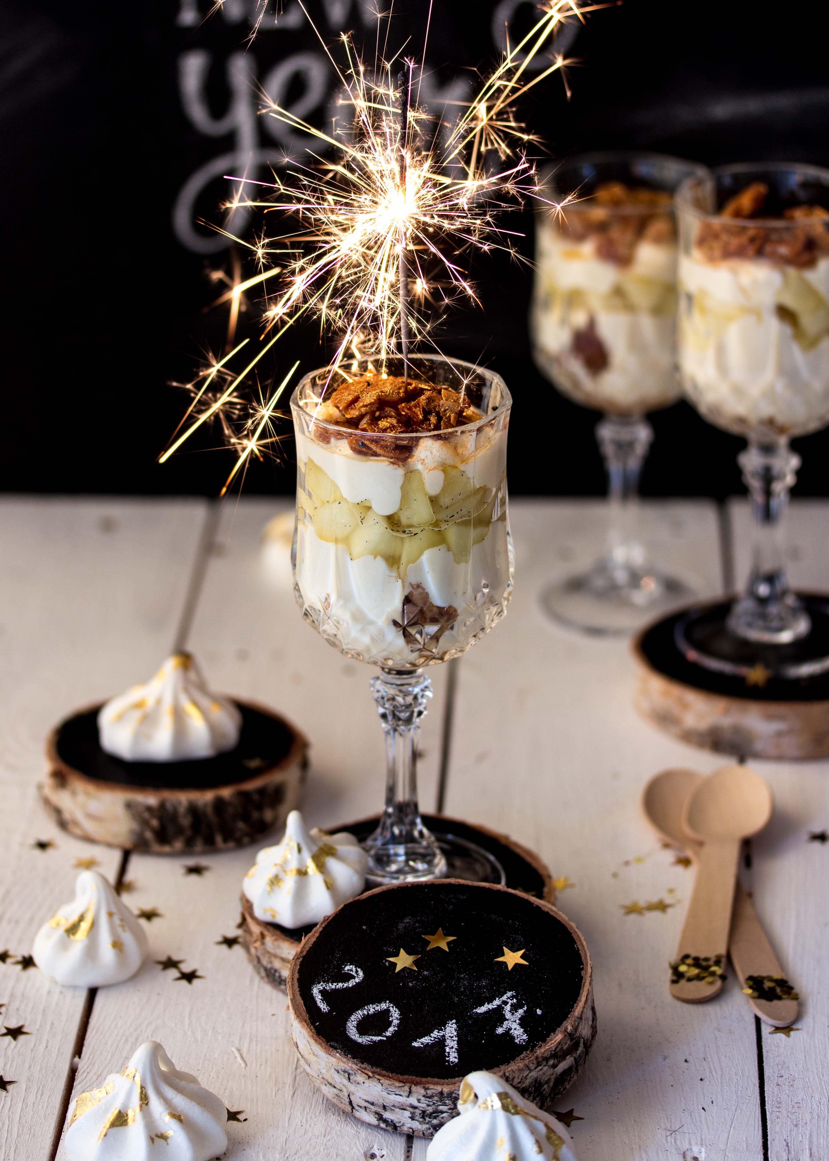 silvester dessert apfel bienenstich im glas emma 39 s lieblingsst cke. Black Bedroom Furniture Sets. Home Design Ideas