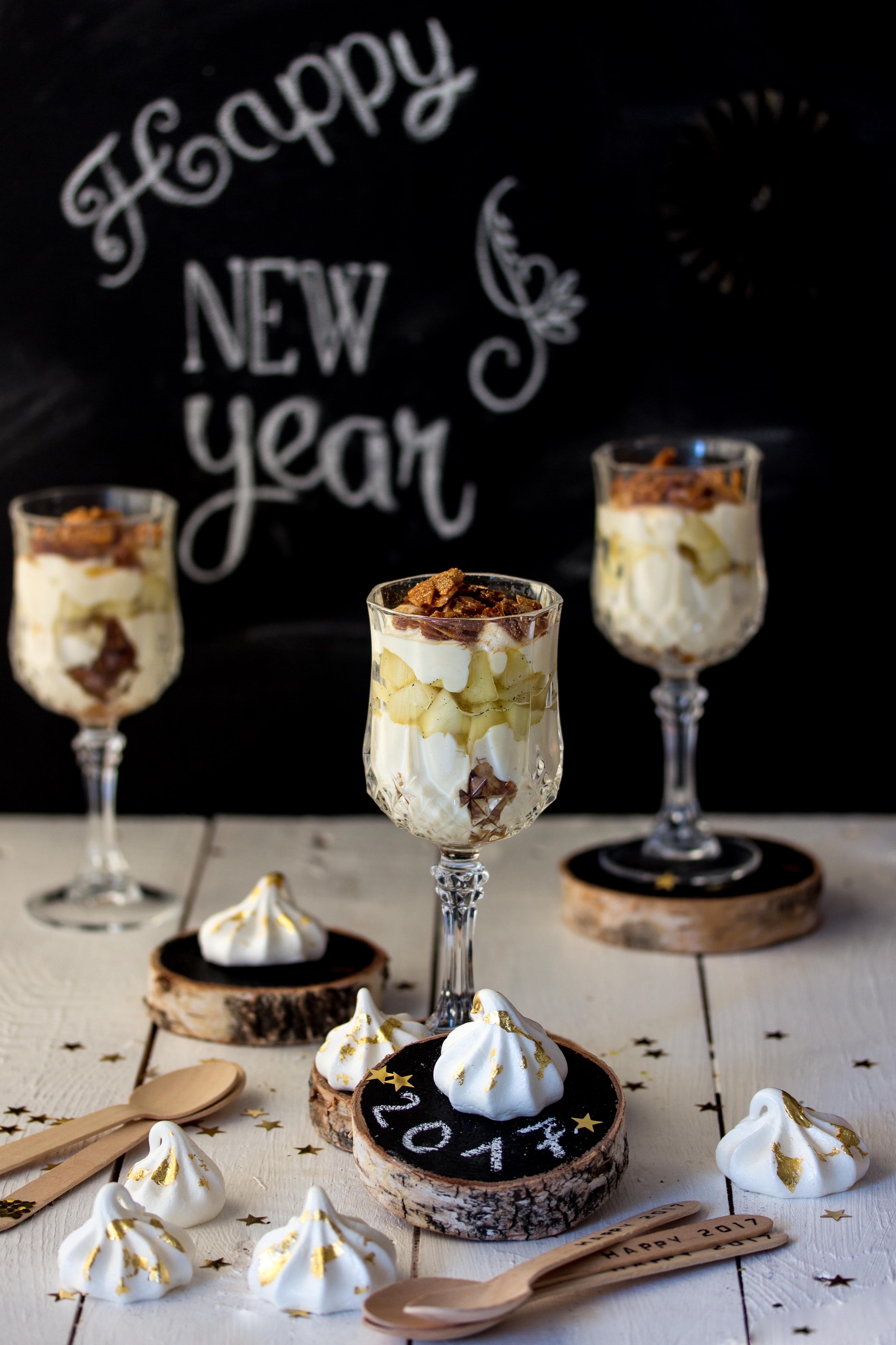 Silvester Dessert: Apfel Bienenstich im Glas Rezept einfach lecker #silvester #newyearseve #dessert #dessertinajar