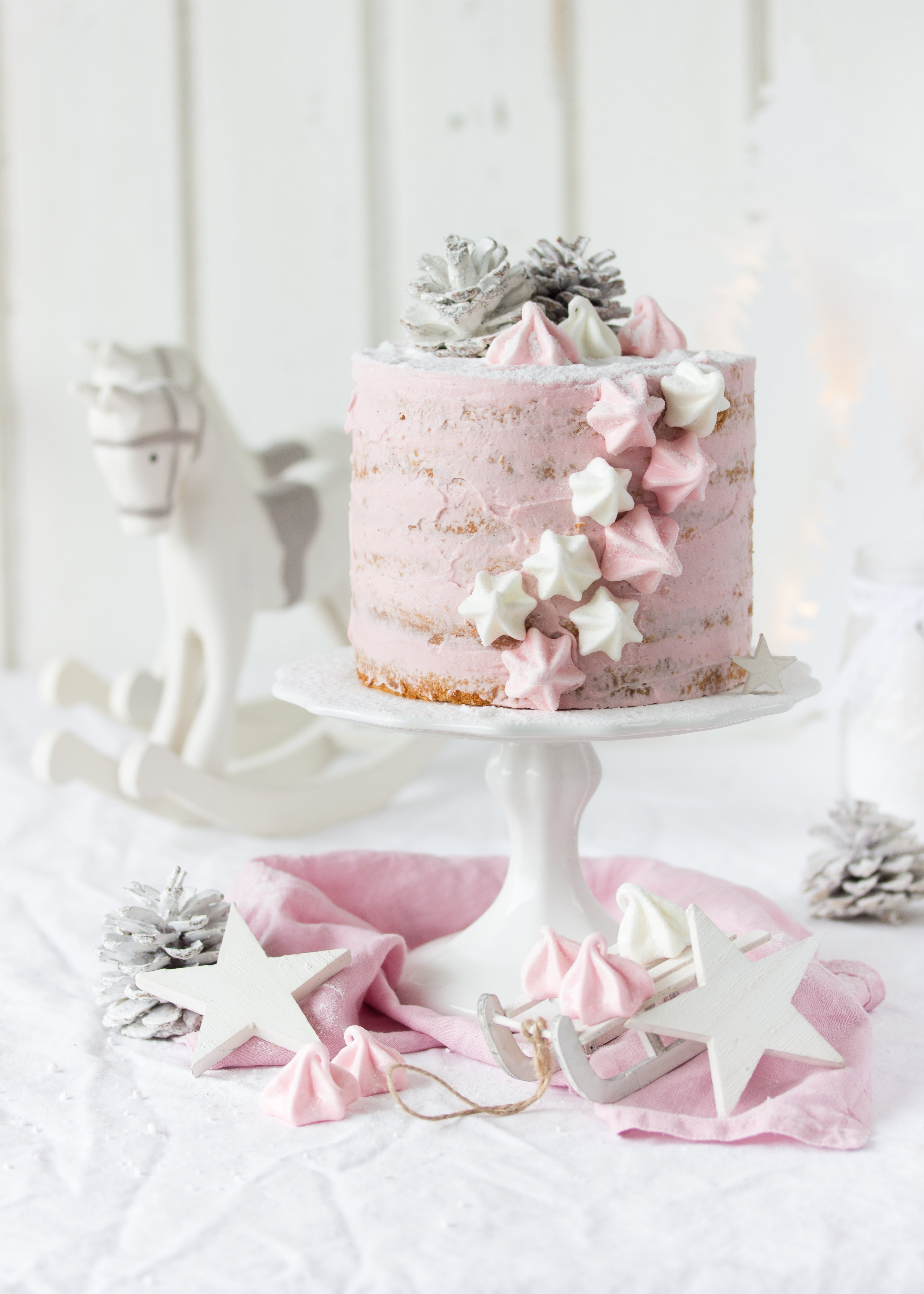 Rezept Wintertorte Himbeeren Marzipan Weihnachten Advent Backen Baiser Biskuit