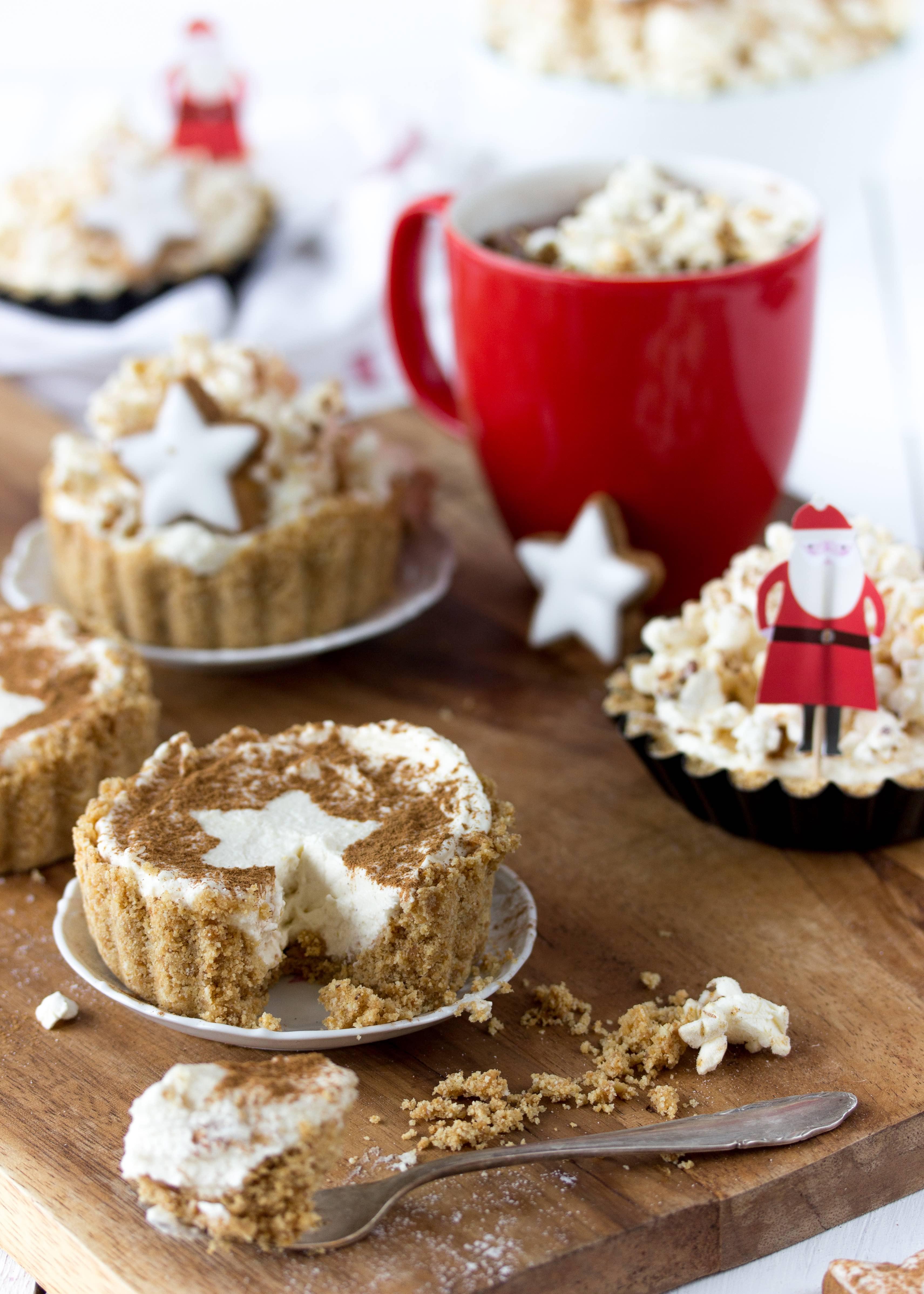 Ein Rezept für leckere Zimtstern Cheesecake Tartelettes mit Popcorn #Weihnachten #christmas #backen