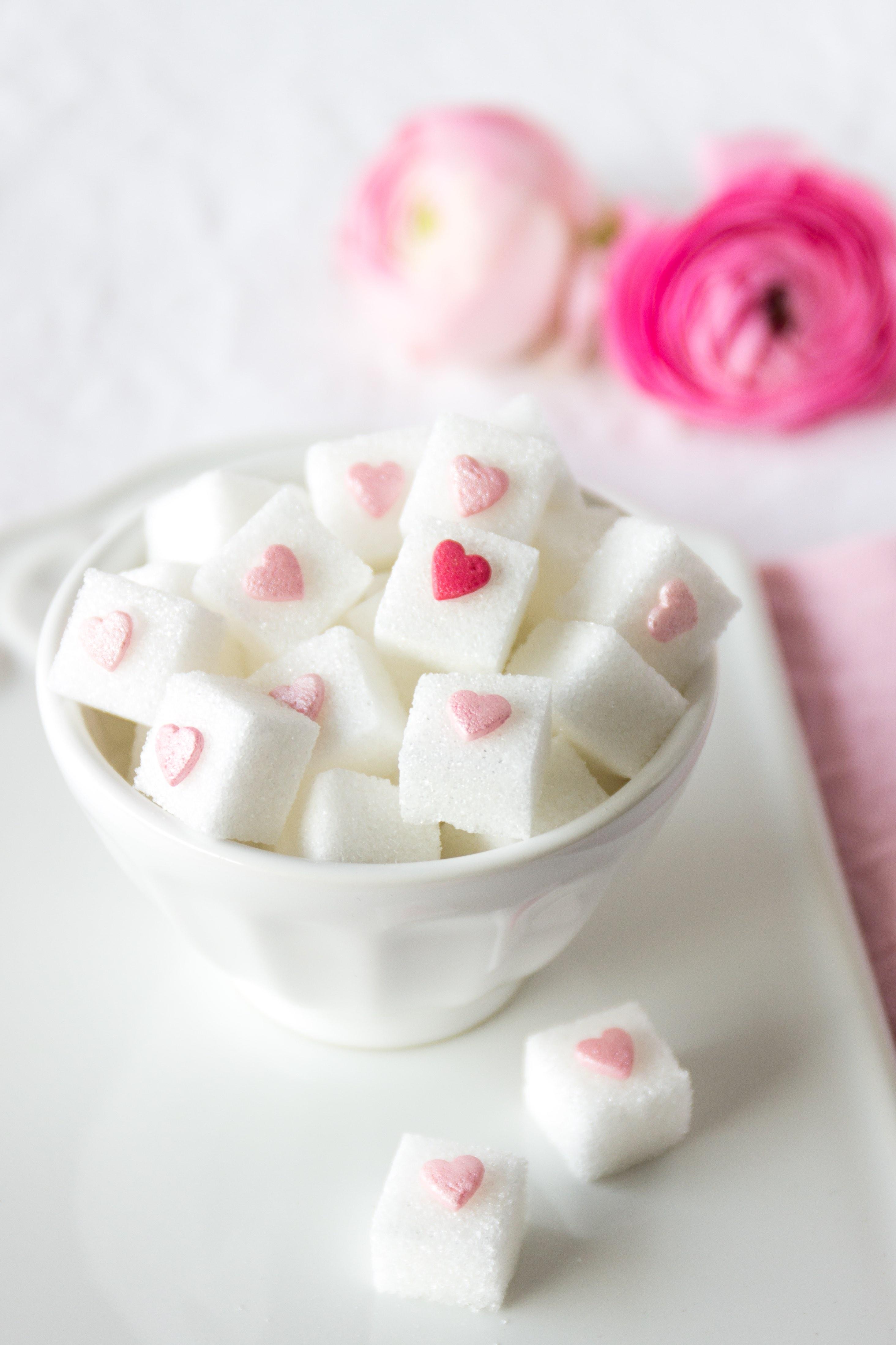 DIY Valentinstag: Herzchen Zuckerstücke selber machen Geschenk #diy #valentinstag #selbermachen #herz #zucker #geschenk | Emma´s Lieblingsstücke