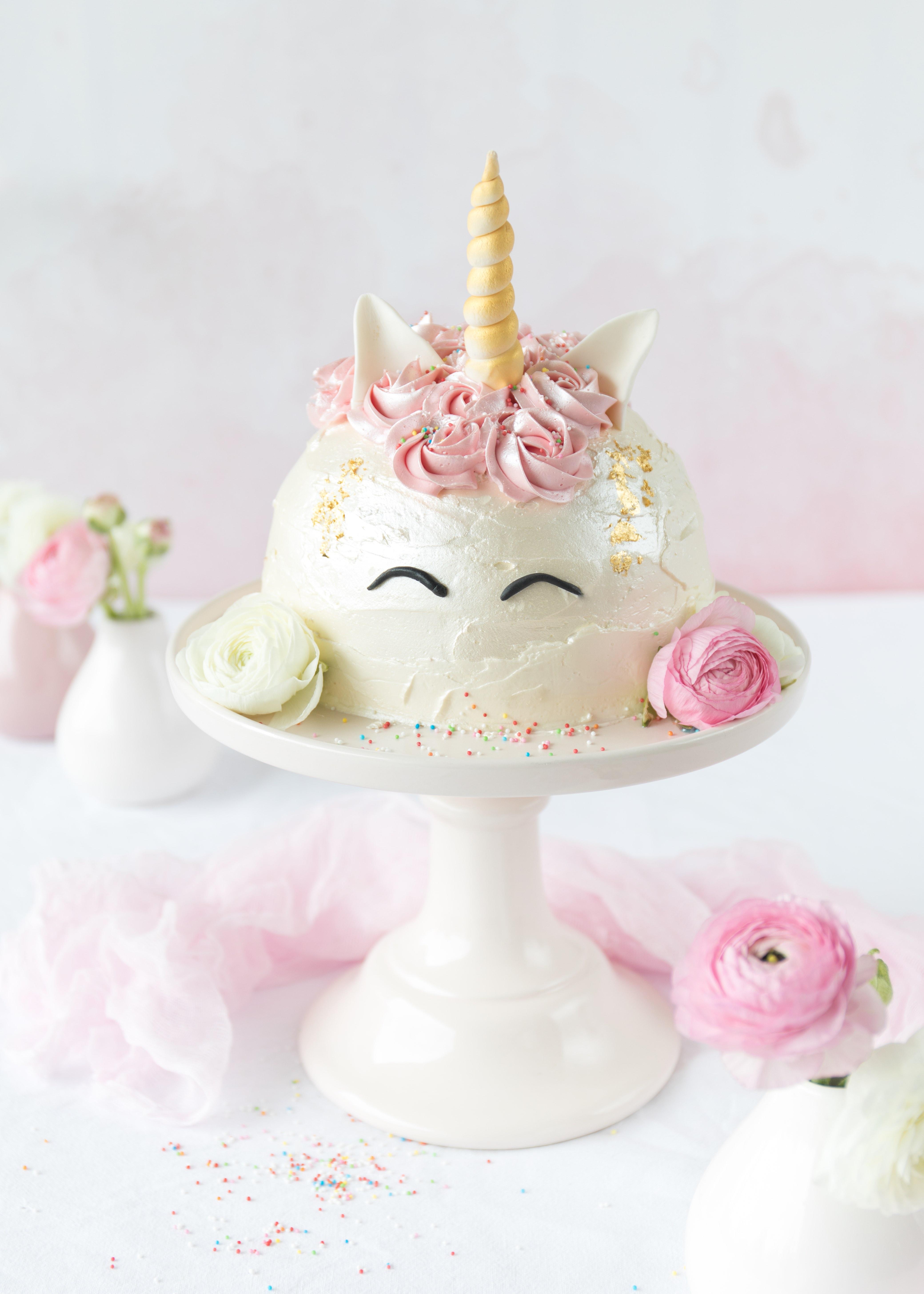 Einhorn Kuppel Torte backen Rezept Unicorn #einhorn #unicorn #torte #einhorntorte #kuppeltorte #backen #SwissMeringue | Emma´s Lieblingsstücke
