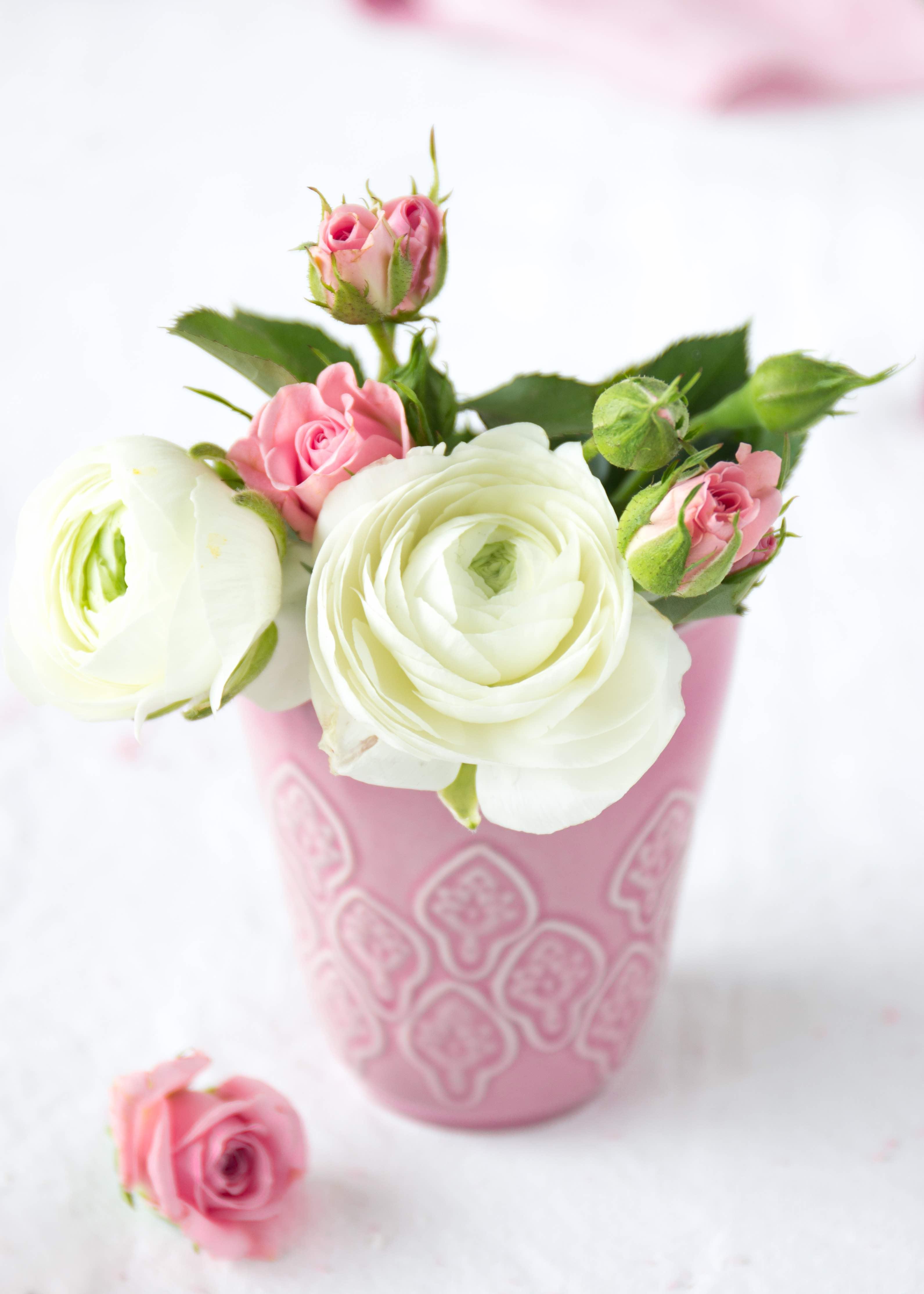 Ranunkeln in pinker Vase