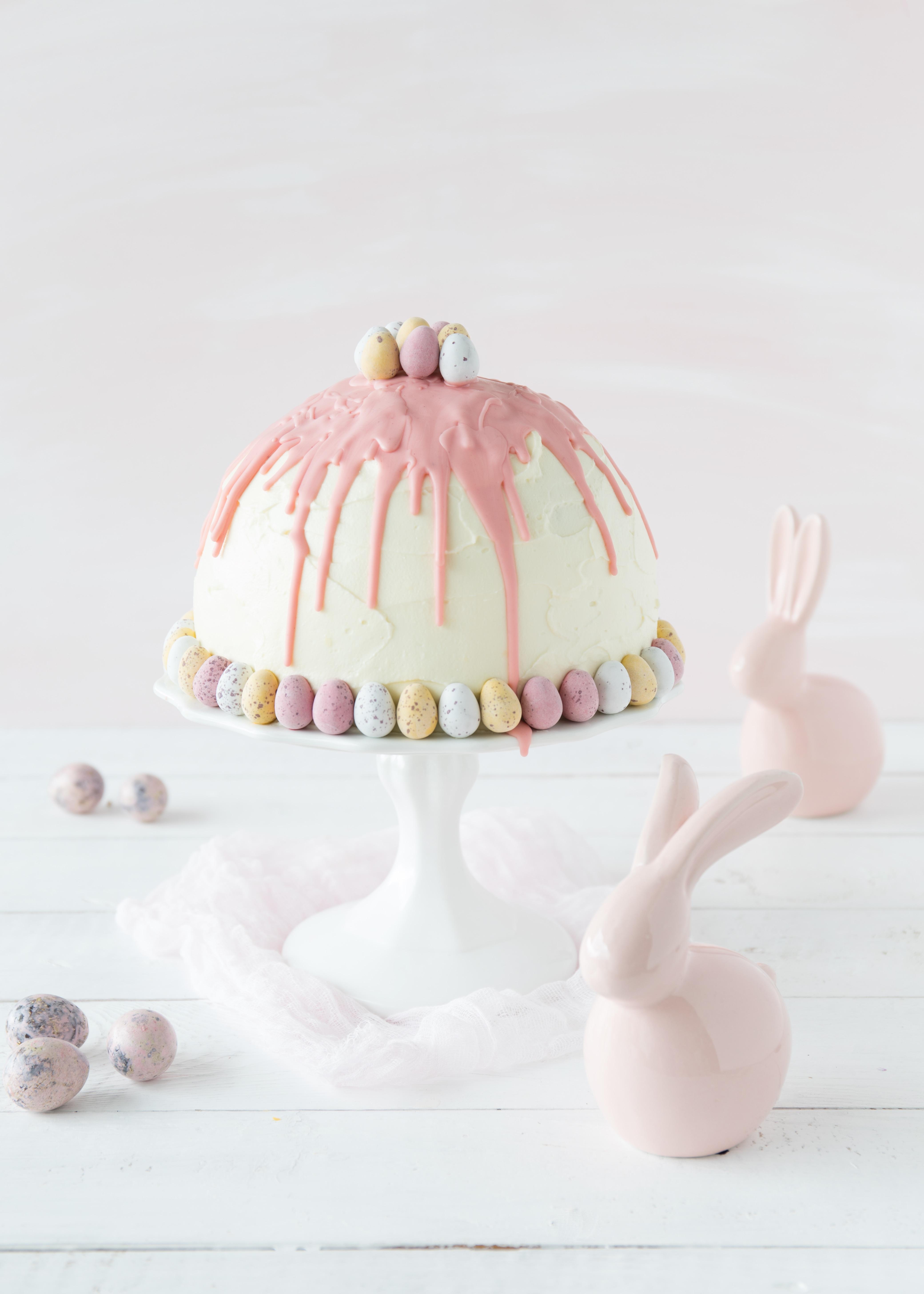 Kuppeltorte Rezept zu Ostern mit Erdbeeren Rhabarber Kuppeltorte backen #ostern #easter #cake #torte #dripcake | Emma´s Lieblingsstücke