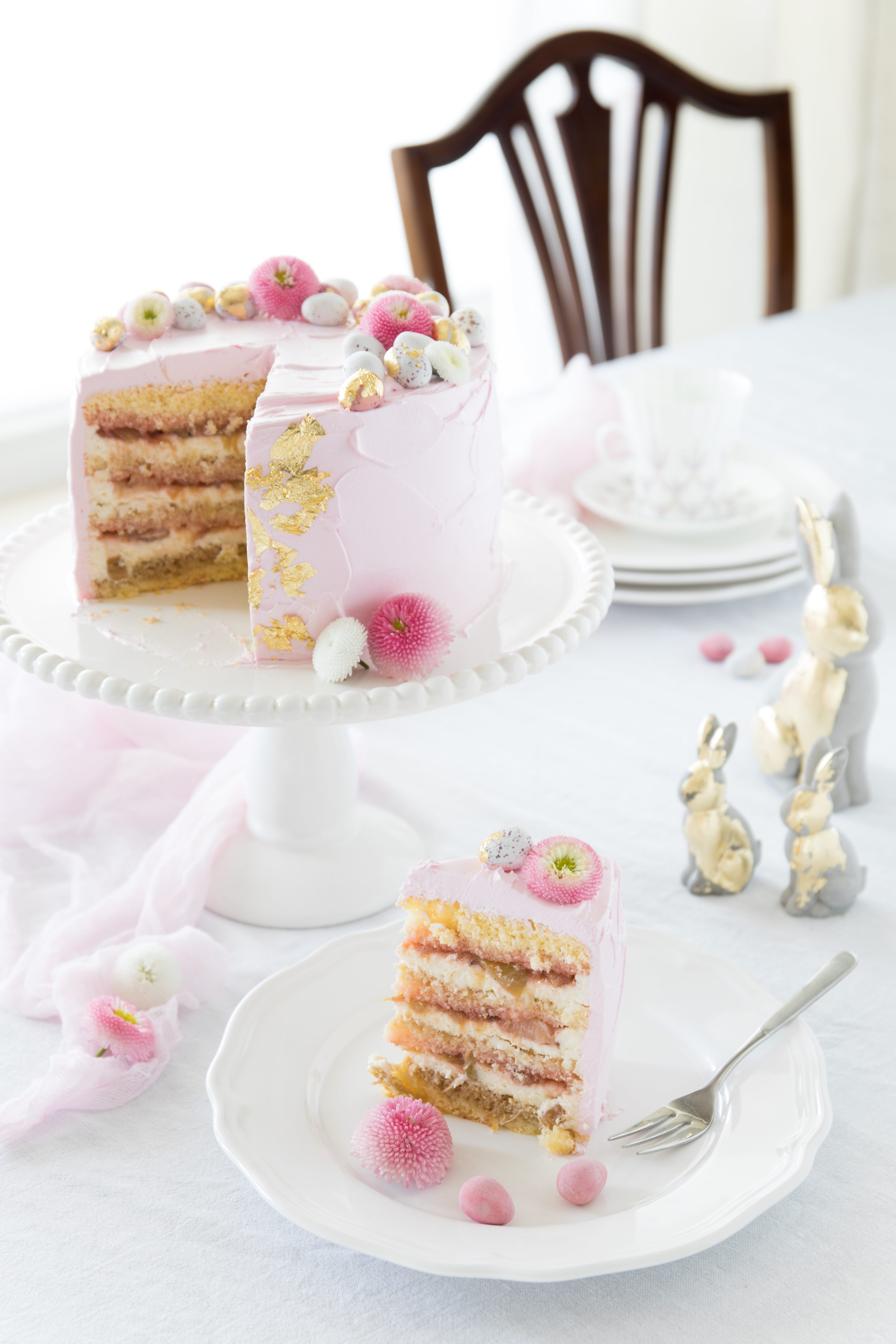 Oster Rezept: Himbeer Rhabarber Tiramisu Torte backen Ostertorte Ostern Cakestyling #ostern #torte #cake #backen #easter #cakestyling | Emma´s Lieblingsstücke