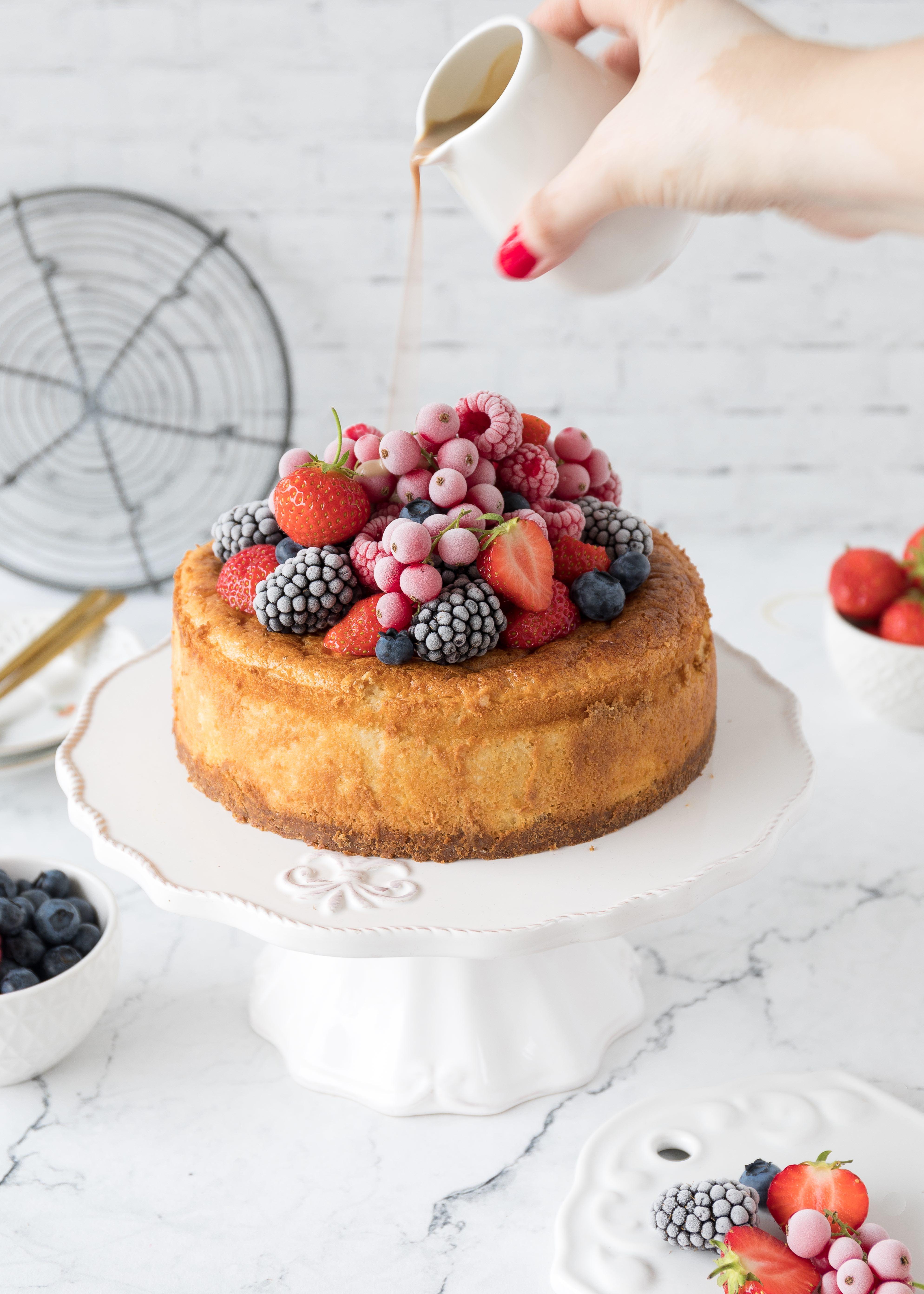 Cheesecake Rezept mit Beeren und Irish Cream Liqueur backen Käsekuchen Sommerkuchen Kuchen einfach lecker #cheesecake #irishcreamliqueur #berries | Emma´s Lieblingsstücke