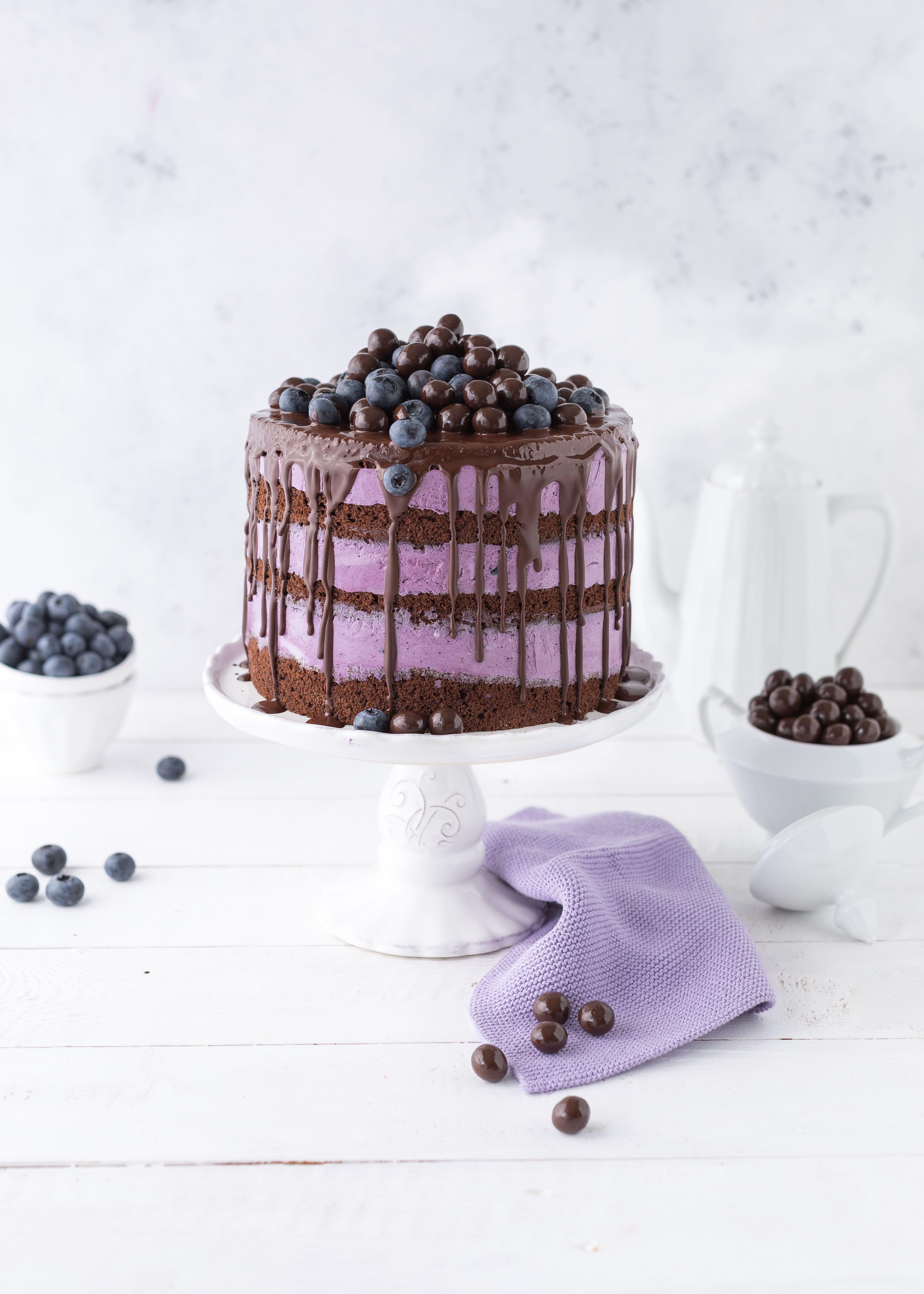 Blaubeer Drip Cake Rezept Torte Layer Cake backen Heidelbeeren Schokolade backen #dripcake #layercake #torte #cake #blaubeeren | Emma´s Lieblingsstücke