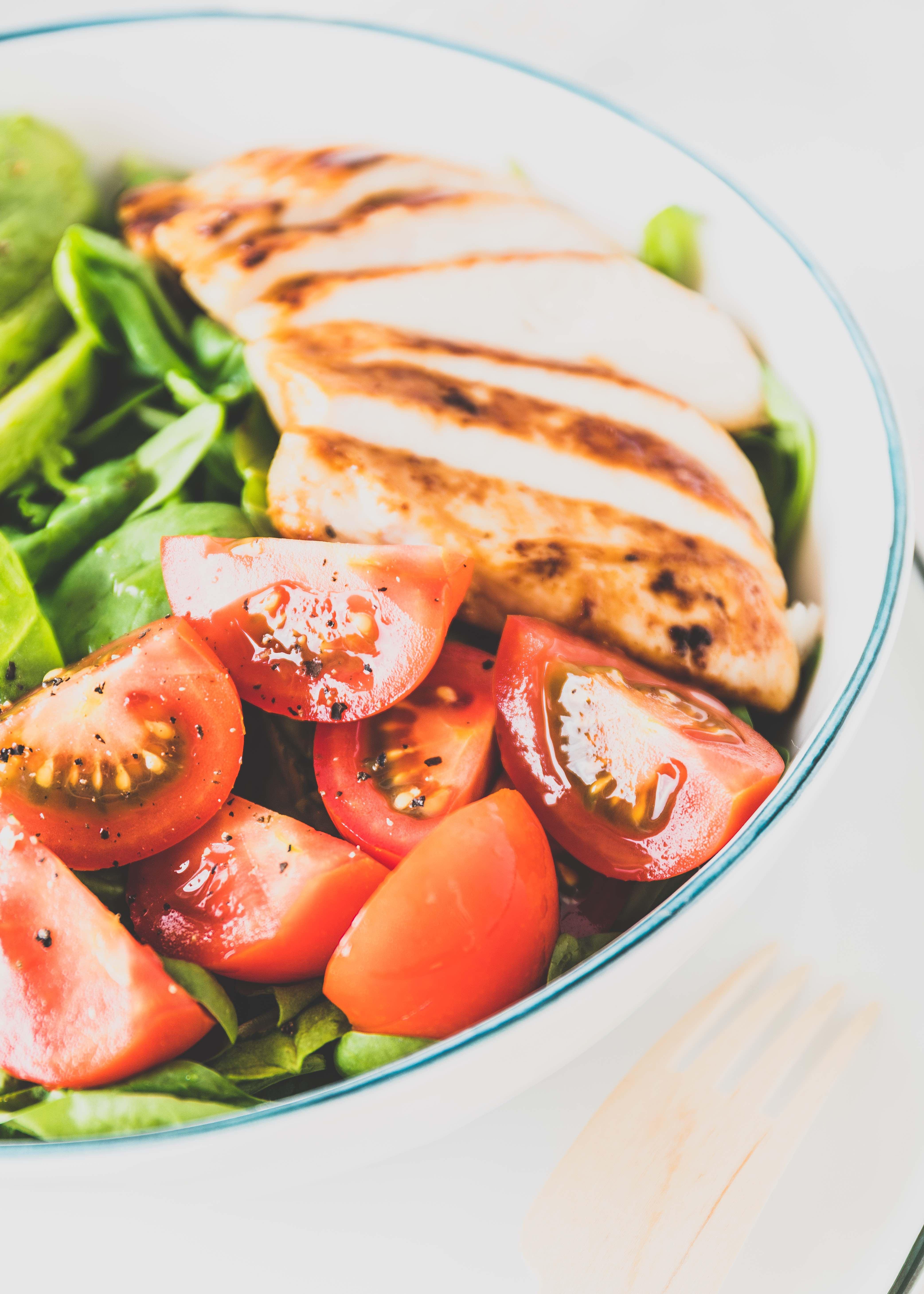 (Werbung) Hähnchen Bowl mit Hähnchen Brustfilet und griechischem Joghurt Dip Mittagessen Essen lecker gesund #lunch #salad #salat #bowl #Joghurt | Emma´s Lieblingsstücke