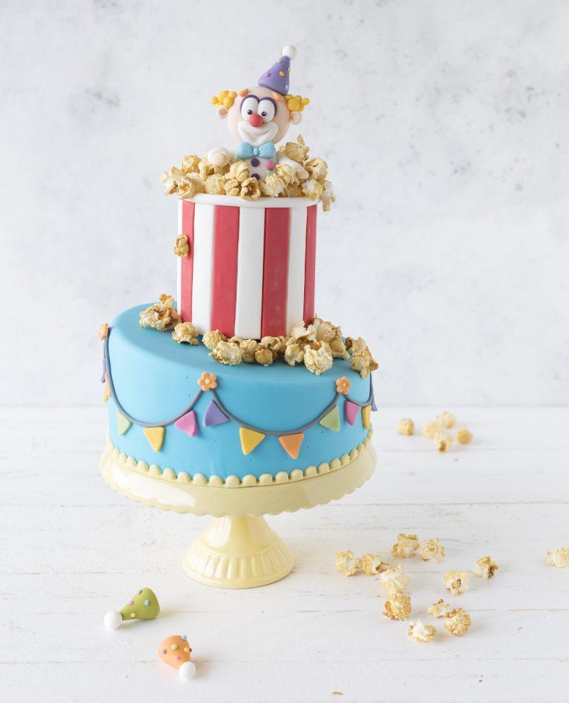 Zweistöckige Clown Fondant Torte Motivtorte backen Backbuch #clown#fondant #cake #torte | Emma´s Lieblingsstücke
