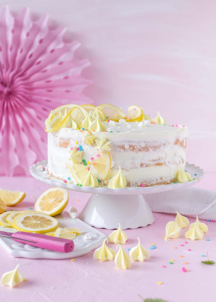 Einfaches Zitronen Quark Geburtstags Torte Rezept lecker zitronig Baiser Backen #torte #lemoncake #cake #baiser #backen Mermaid Meerjungfrauen Nicecream Bowl Rezept #mermaid #meerjungfrau #dessert #nobake #meringue #baiser | Emma´s Lieblingsstücke