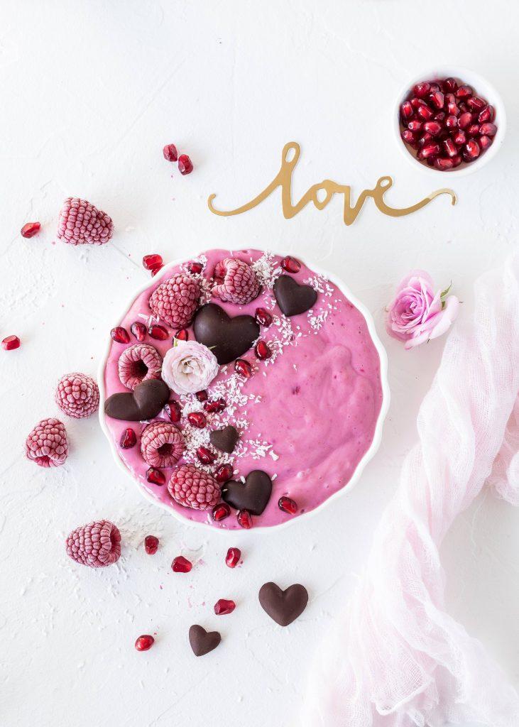 Smoothie Bowl Rezept zum Valentinstag Valentine´s Day gesund healthy herz idee #bowl #smoothie #snoothiebowl #valentinstag #herz | Emma´s Lieblingsstücke