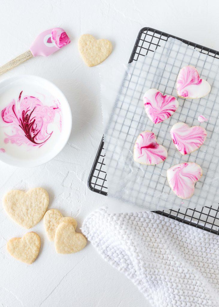 Marmor Herz Kekse Rezept zum Valentinstag mit Royal Icing Valentine´s Day backen Marble Heart Cookies #herzkekse #heart #cookies #marble #valentinstag #herz | Emma´s Lieblingsstücke