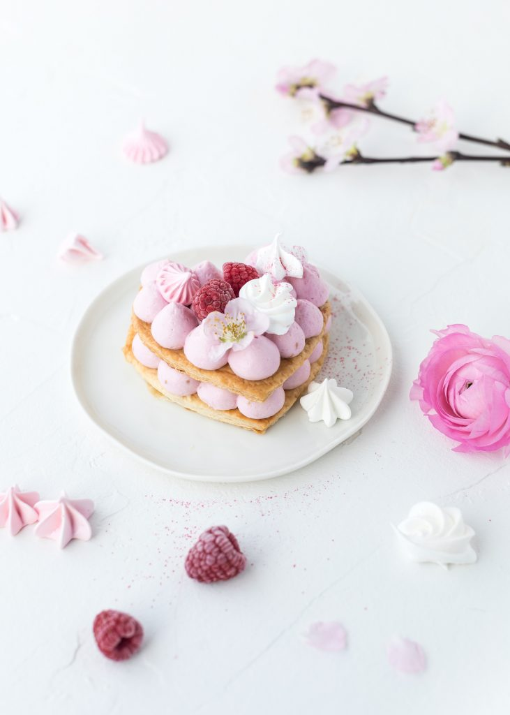 Mille Feuille Letter Cake Rezept zum Muttertag Valentinstag Herztorte backen #numbercake #lettercake #herztorte #valentinsday #muttertag #valentinstag | Emma´s Lieblingsstücke