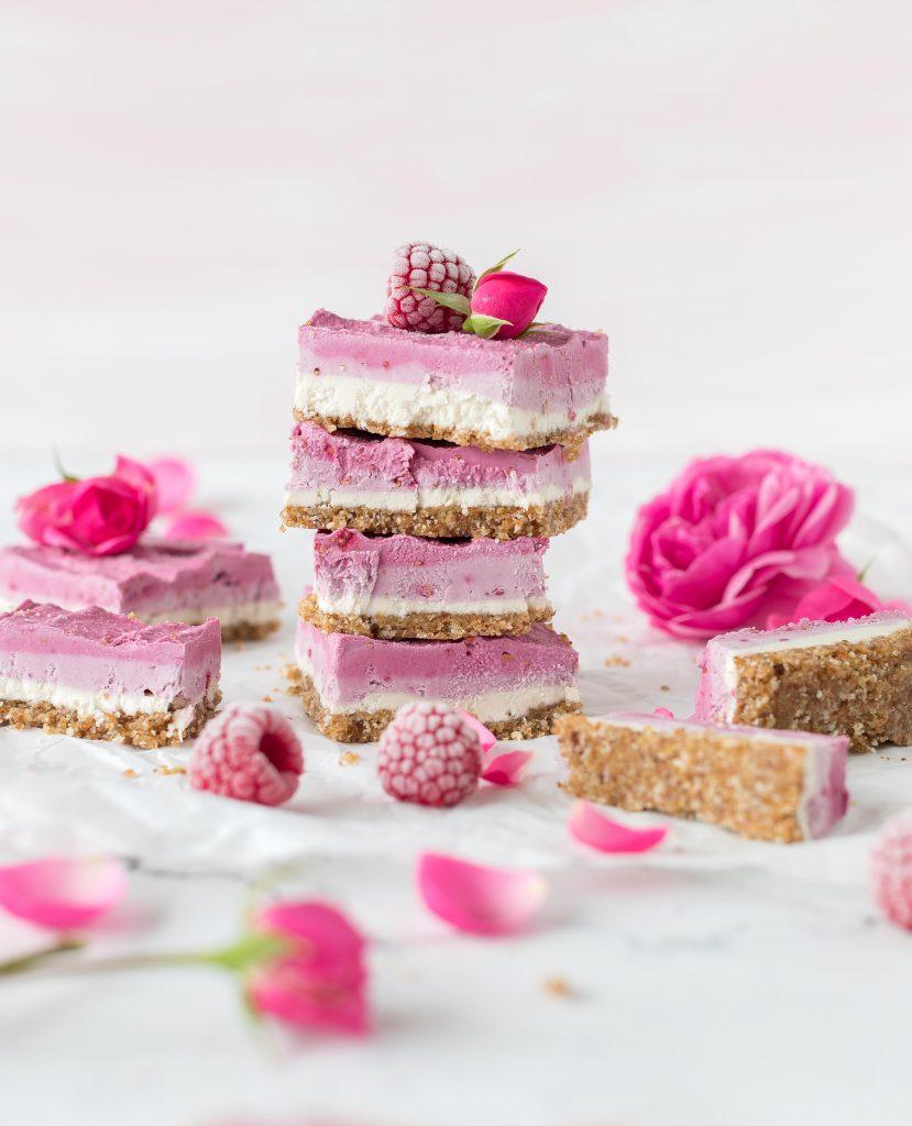 Blechkuchen Rezepte Kuchen Backen Sheetcake Cake Raw Cheesecake Himbeere vegan #blechkuchen #kuchen #backen | Emma´s Lieblingsstücke