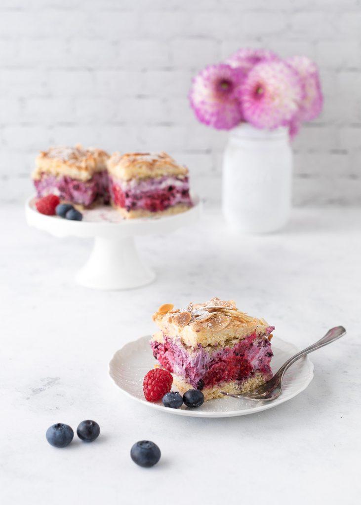 Blechkuchen Rezepte Kuchen Backen Sheetcake Cake Himmelstorte Beeren #blechkuchen #kuchen #backen | Emma´s Lieblingsstücke