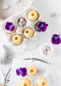 Saftige Maracuja Mini Gugel zu Ostern Rezept backen einfach lecker Gugelhupf Bundtcake easter treats #gugelhupf #minigugel #ostern #maracuja #easter #backen | Emma´s Lieblingsstücke