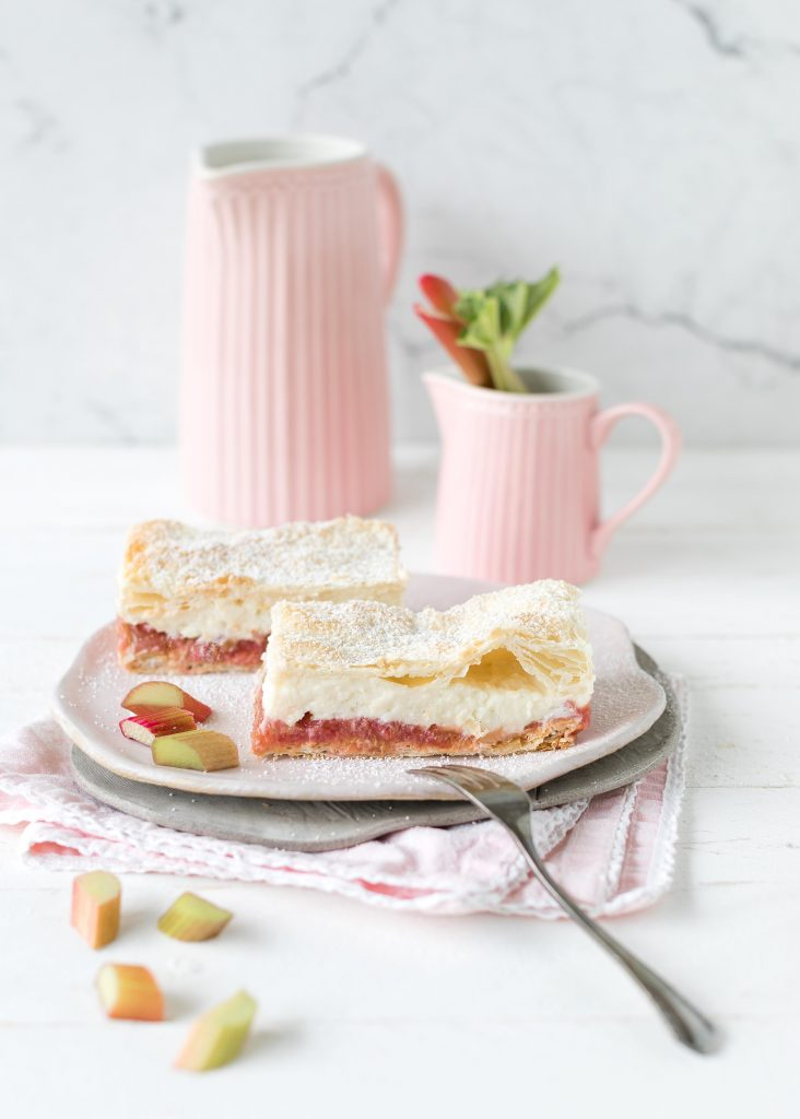 Rezept Rhabarber Creme Schnitten Blechkuchen Blätterteig Kuchen Backen Sheetcake Cake Rhubarb #blechkuchen #kuchen #backen | Emma´s Lieblingsstücke