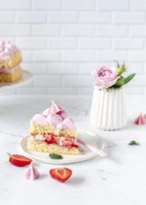 Rezept: Erdbeerherz Torte zum Muttertag mit Erdbeeren backen #muttertag #herztorte #mothersday #backen #erdbeeren #cake fluffiger Biskuit | Emma´s Lieblingsstücke