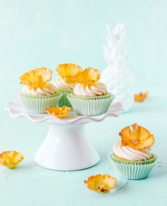 Ananas Cupcakes Tropical Party Backbuch Sommer Ananas Wassermelone Ananas Kaktus #tropical #backbuch #backen #tropicalparty | Emma´s Lieblingsstücke