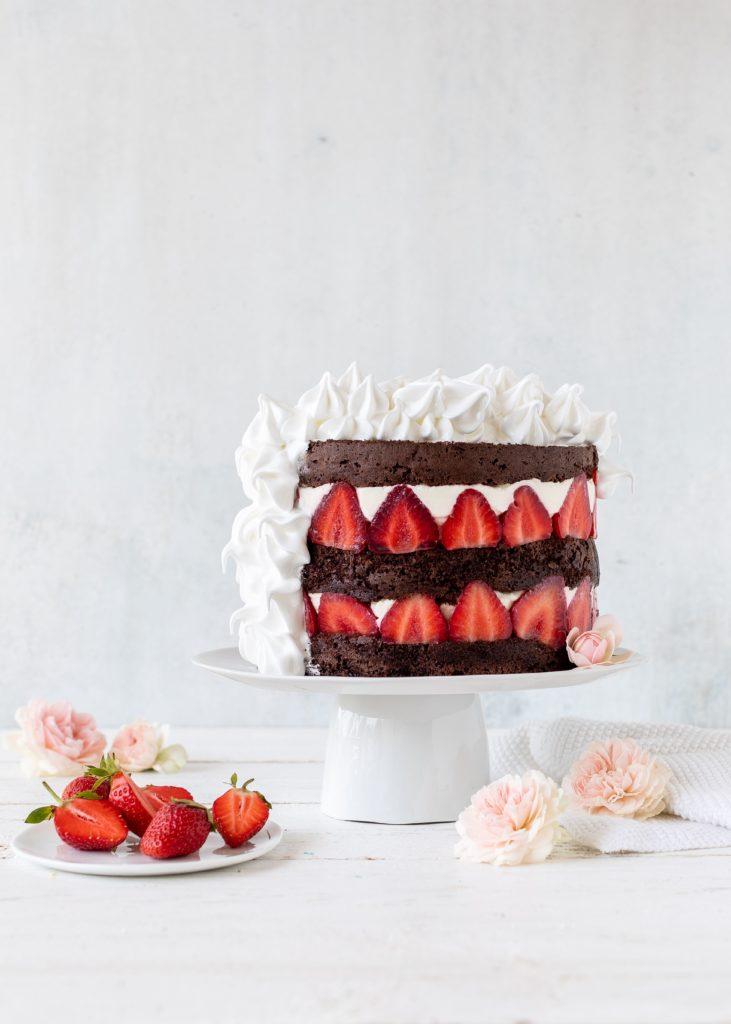 Rezept: Erdbeer Schokoladen Doppeldecker Torte mit Baiser backen #torte #erdbeeren #schokolade #strawberry #cake #backen | Emma´s Lieblingsstücke