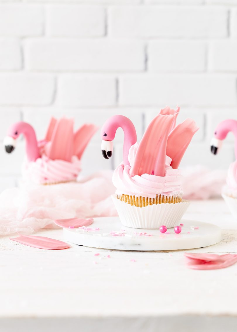 Flamingo Cupcakes Rezept Tropical backen brushstrokes #cupcake #backen #flamingo #brushstroke | Emma´s Lieblingsstücke