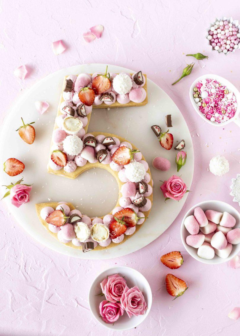 Candy Number Cake Rezept Lettercake Cream Trat Zahlentorte Geburtstagstorte Kuchentrend 2018 Kekstorte backen #lettercake #numbercake #cake #trend Geburtstagstorte | Emma´s Lieblingsstücke