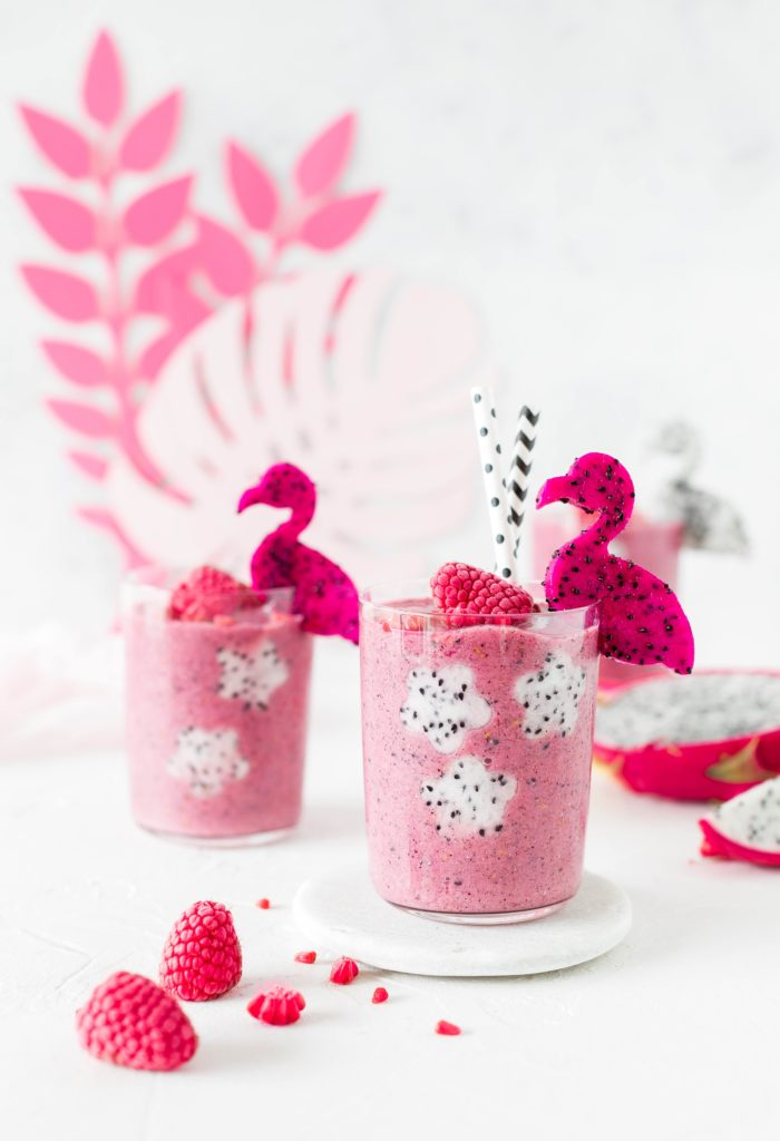 Pink Dragonfruit Smoothie aus Tropical Party Backbuch Sommer Ananas Wassermelone #Ananas #Kaktus #tropical #backbuch #backen #tropicalparty | Emma´s Lieblingsstücke