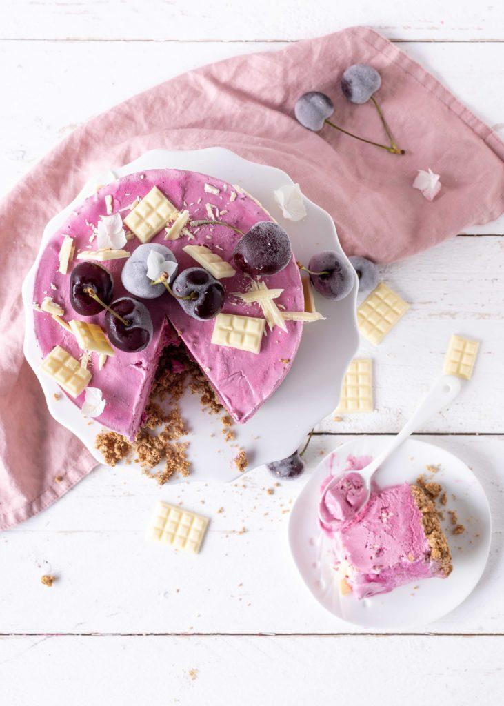 Rezept einfache Eistorte Kirsche weiße Schokolade Eiscreme Torte Sommer