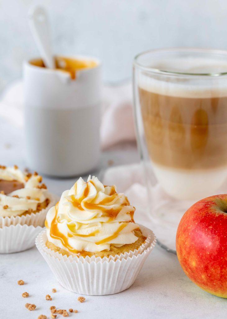 Einfaches Rezept für Apfel-Karamell-Cupcakes backen lecker schnell für jeden Anlass #cupcakes #caramel #backen #karamel #apfel #apple foodblog backblog foodphotography   Emma´s Lieblingsstücke