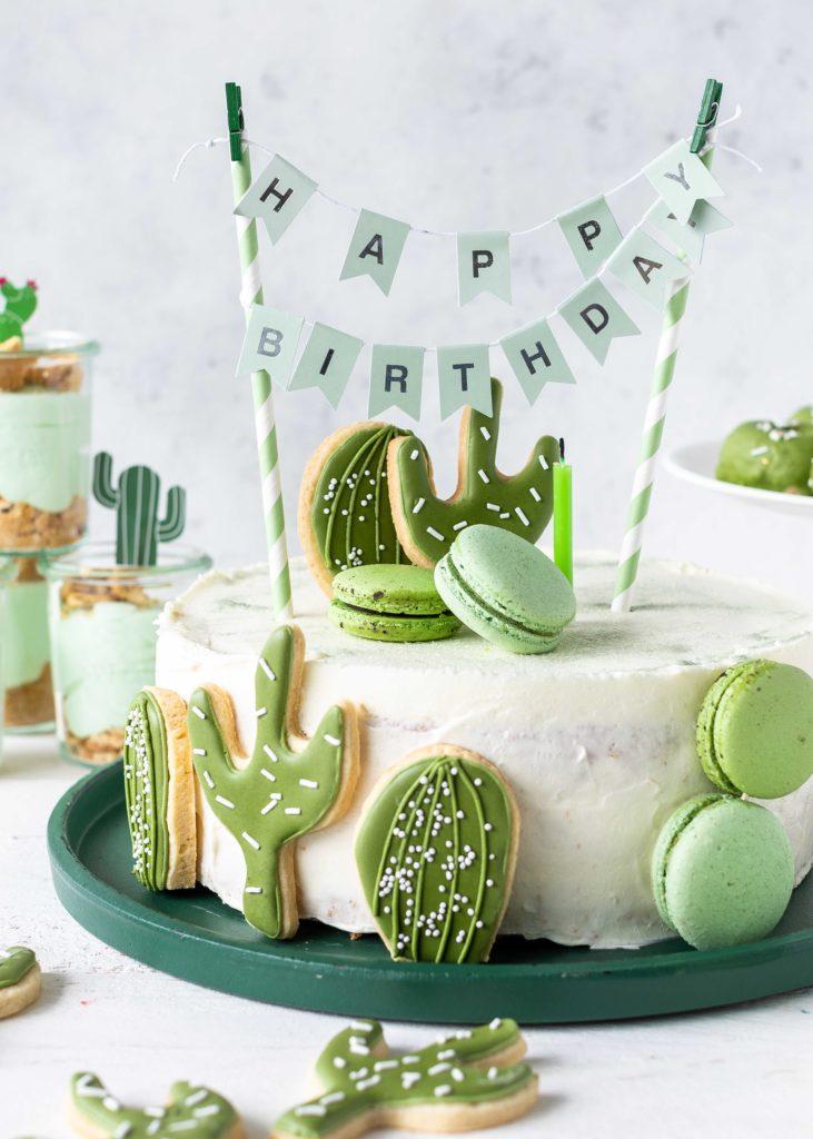 Rezept für eine Kaktustorte mit Royal Icing-Keksen für eine Kaktusparty