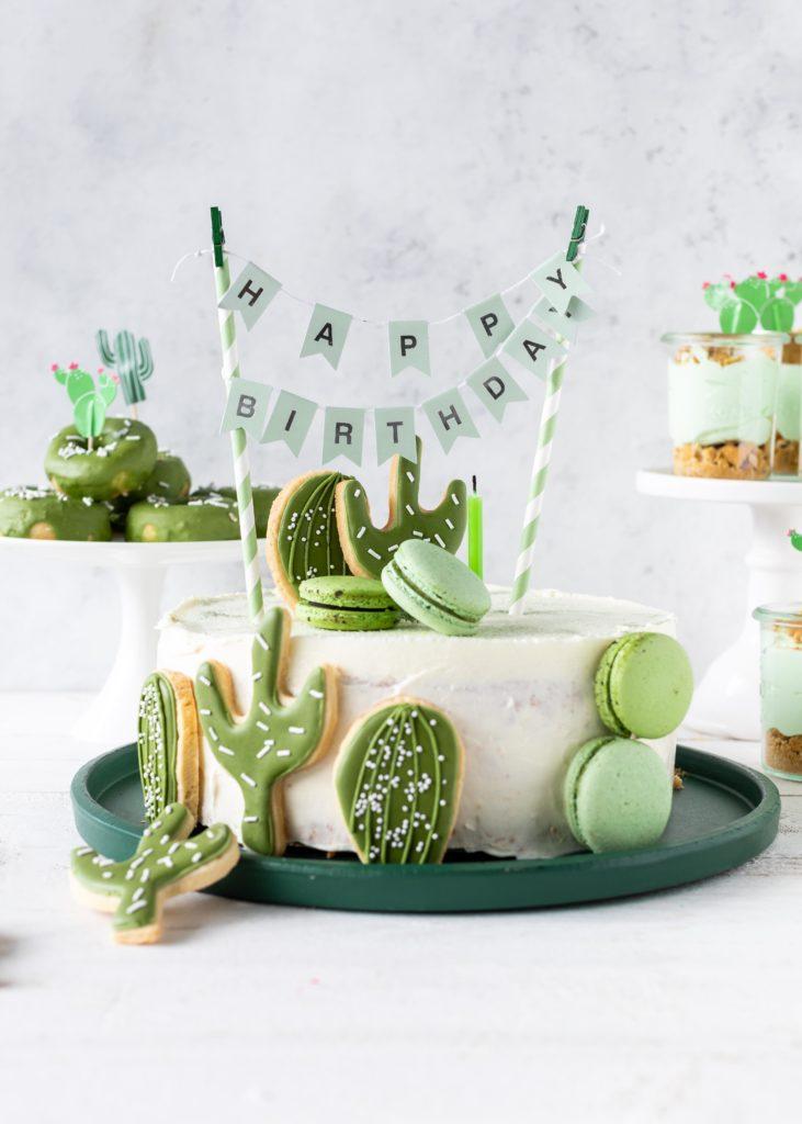 Rezept für eine Kaktustorte mit Royal Icing-Keksen Kaktusparty