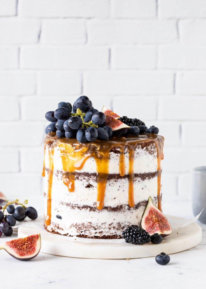 Rezept Schokoladen Trauben Torte mit Karamell und Weintrauben Herbst backen #torte #cake #dripcake #schokolade #chocolate #layercake #foodphotography backblog | Emma´s Lieblingsstücke