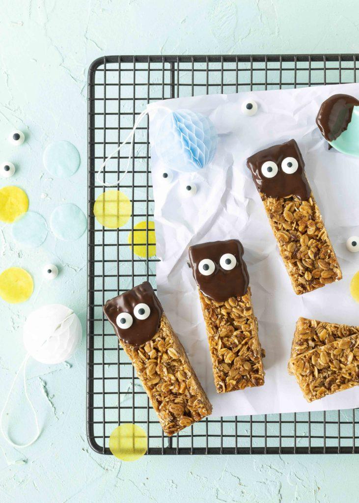 (Werbung) Glutenfreie Müsliriegel Rezept Cranola Backen Backbuch Kinderbackbuch #kinderrezepte #kinder #backen