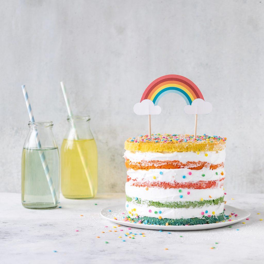 (Werbung) Glutenfreie Regenbogen Torte Rezept Backen Backbuch Kinderbackbuch #kinderrezepte #kinder #backen