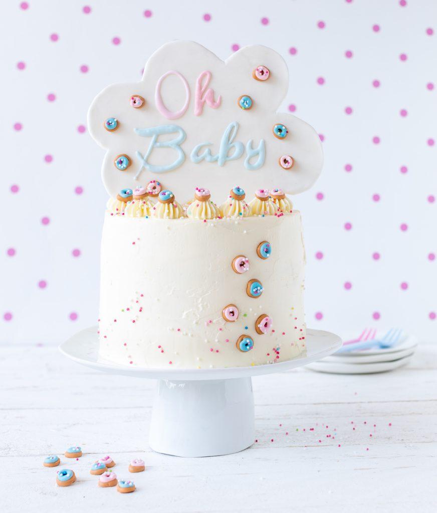 Gender Reveal Cake Torte Baby Shower Cake Lettern #cakelettering Backen Backbuch Fondant Rezept Anleitung Tutorial Emma's Lieblingsstücke