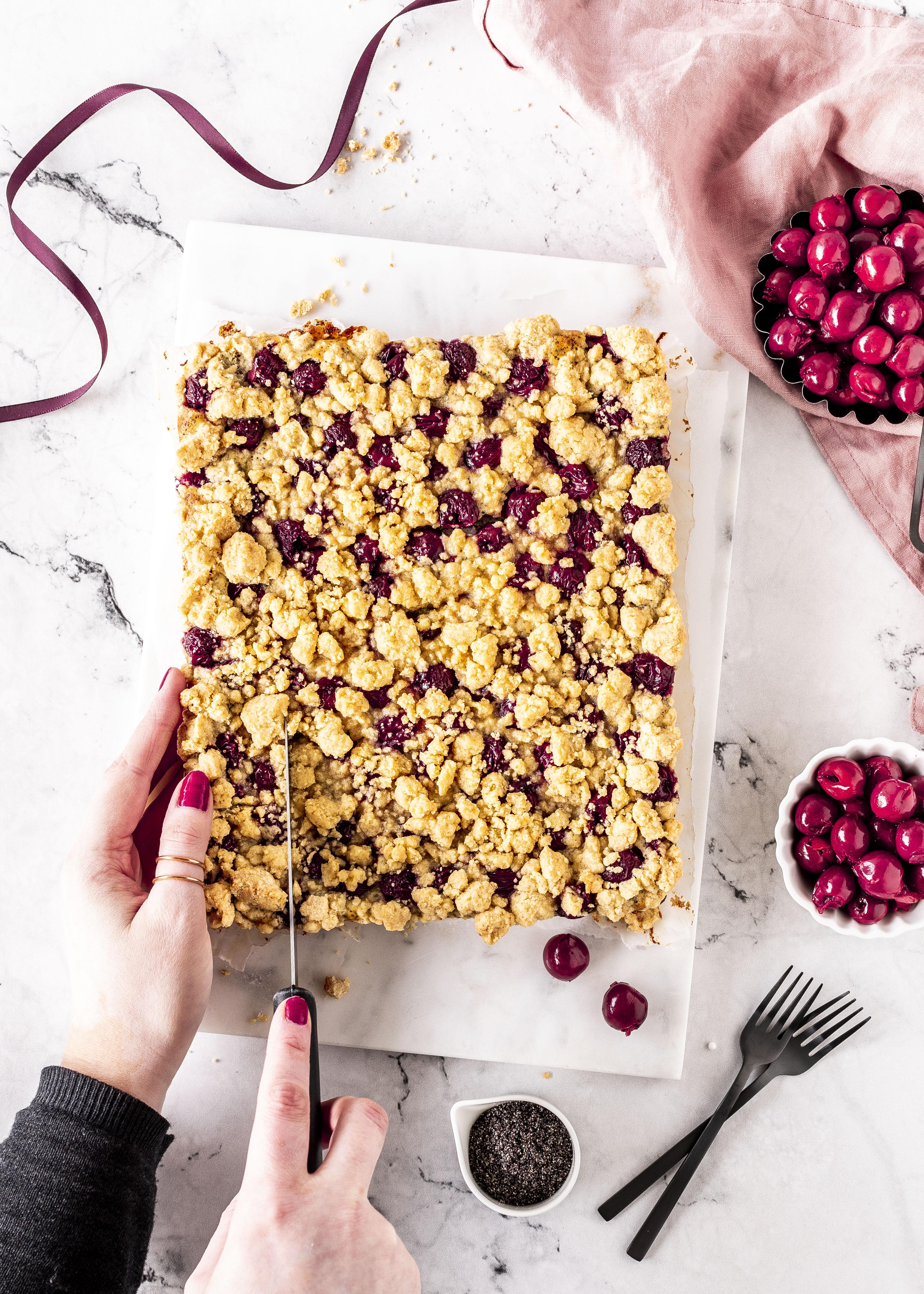 Streusel Quark Kuchen Mit Mohn Und Kirschen Emma S Lieblingsstucke