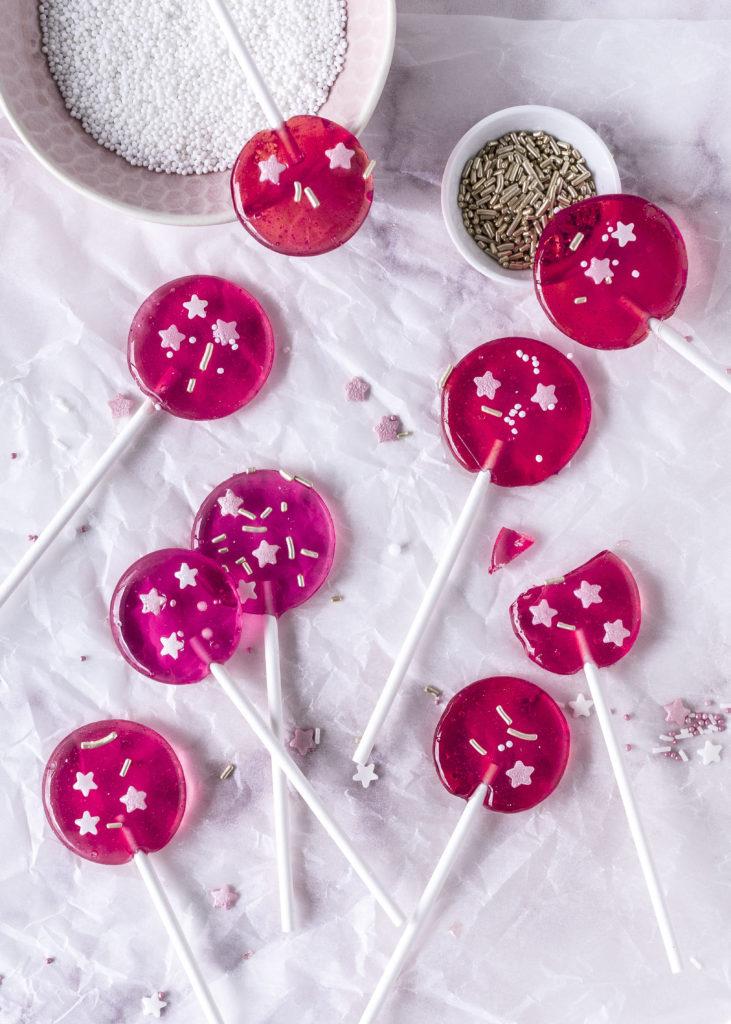 DIY: Lollis selber machen ohne Silikonform Lutscher gießen Candy Tortendeko Kindergeburtstag Kuchendeko #diy #selbermachen #lutscher #lolli #tortendeko #candy ? Emma´s Lieblingsstücke