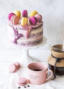Werbung - Rezept: Double Chocolate Coffee Cake im Kolibri Design mit dunkler und weißer Schokolade Torte backen Schokoladentorte Kaffee #galavoneduscho #kreationdesjahres #zeitfürmich #auszeit #genussmomente #kaffeeliebe #verwöhnprogramm #kaffeezeit #torte #schokolade #doublechocolate #kaffee #kolibri | Emma´s Lieblingsstücke